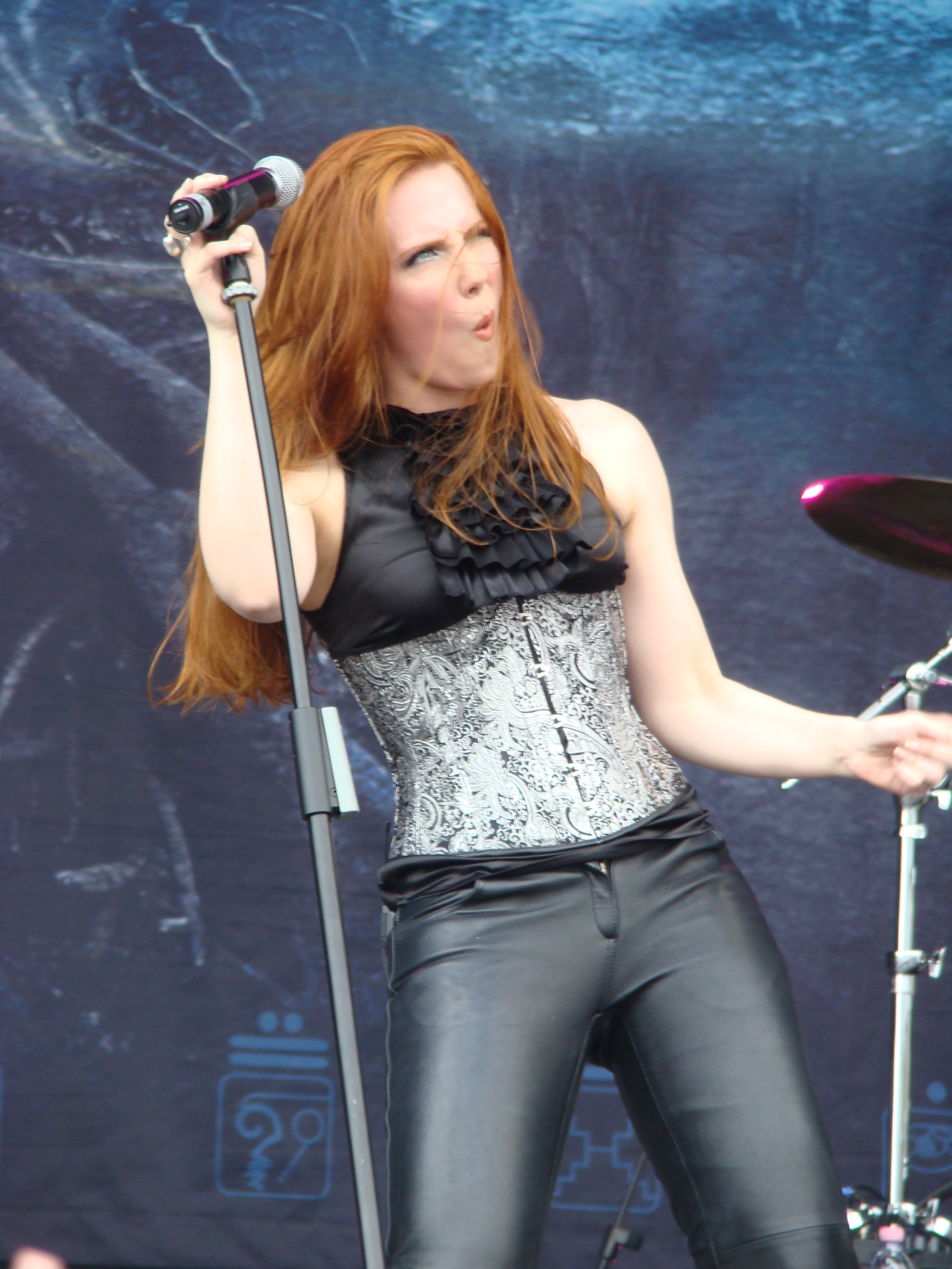 simone simons ladies sexy - photo #39