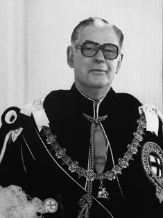 Sir Keith Holyoake, a former Prime Minister, was a controversial choice as Governor-General. Sir Keith Holyoake circa 1980.jpg
