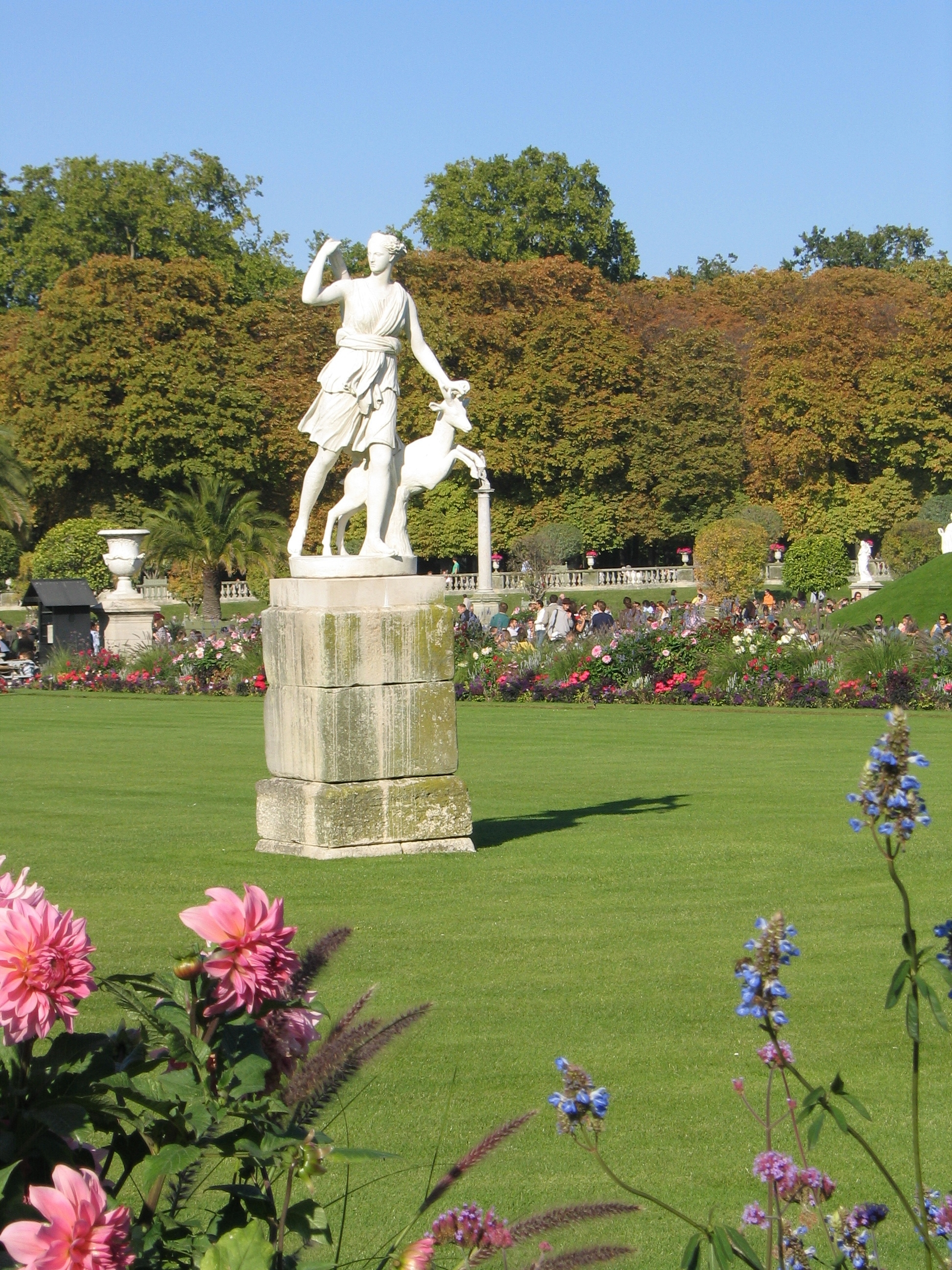 File statue dans le jardin du luxembourg4 jpg wikimedia for Le jardin luxembourg