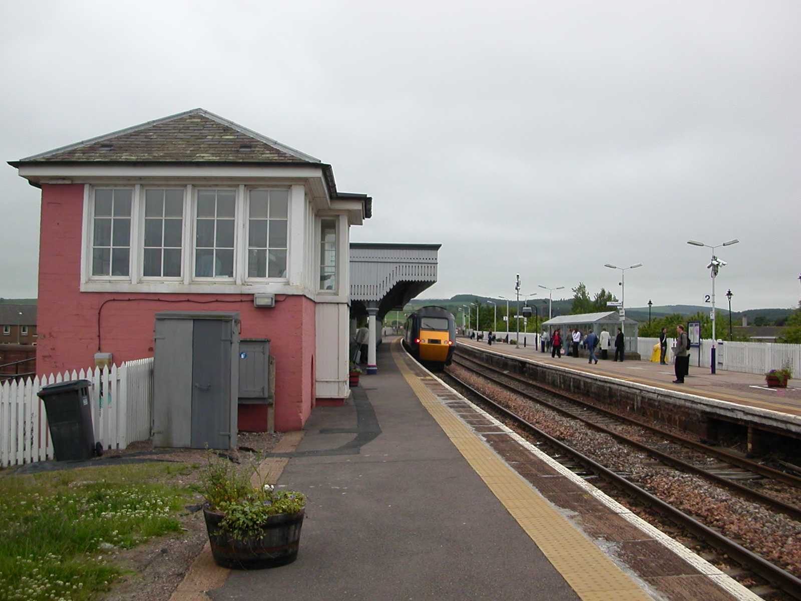 https://upload.wikimedia.org/wikipedia/commons/2/24/Stonehaven_Railway_Station_03.JPG