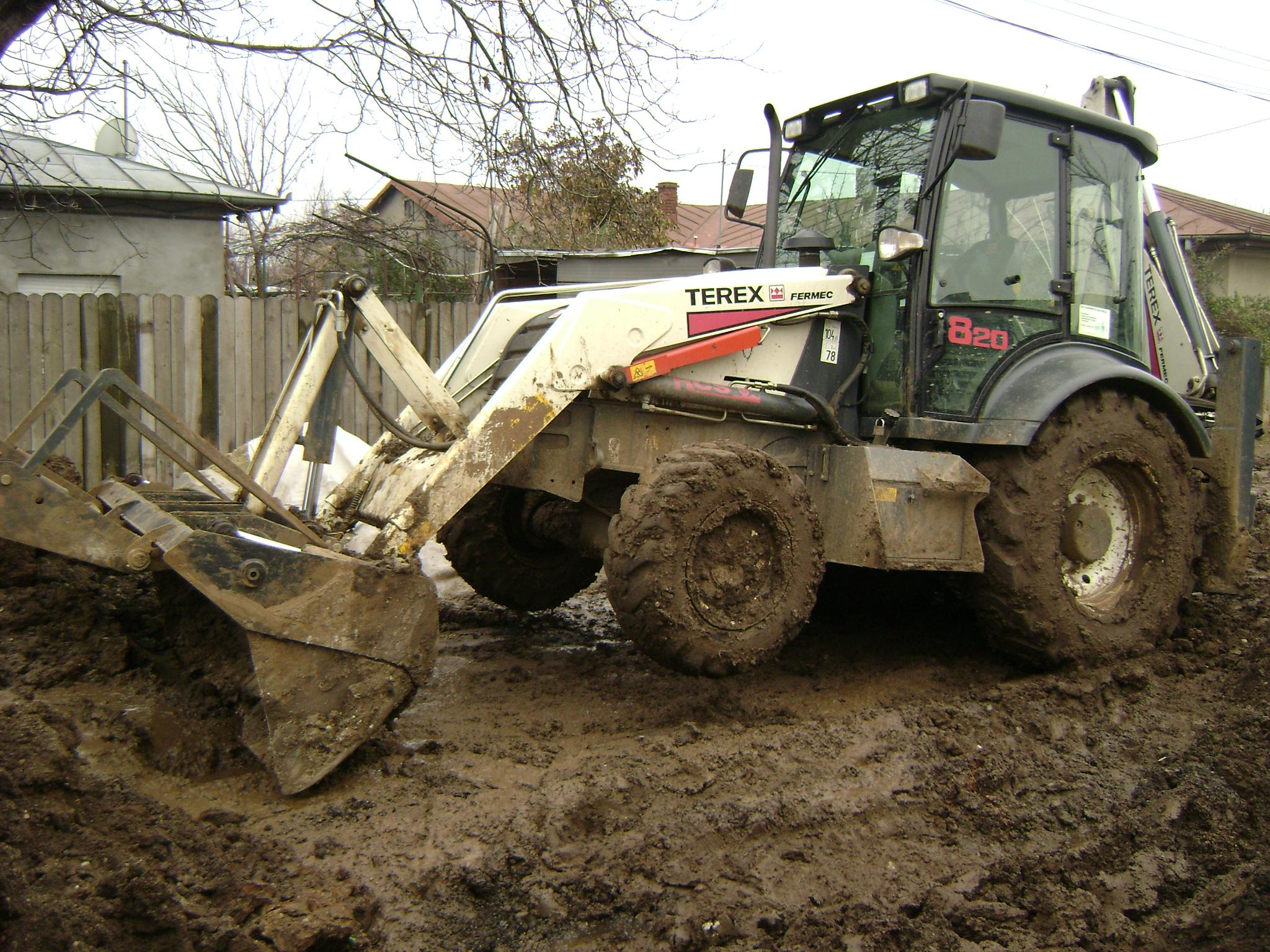 File:TEREX FERMEC 820 Backhoe Loader during sewerage work in