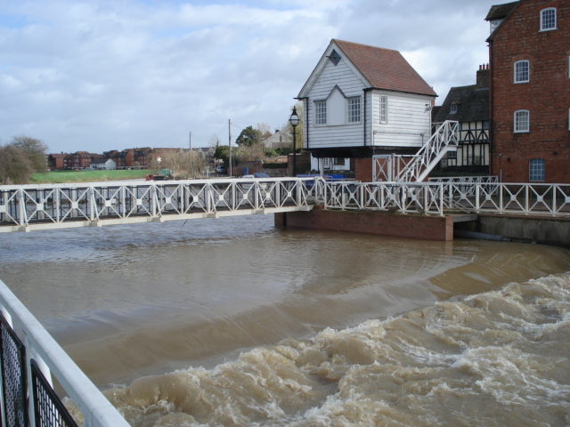 Tewkesbury Weir and Old Mill - geograph.org.uk - 455484