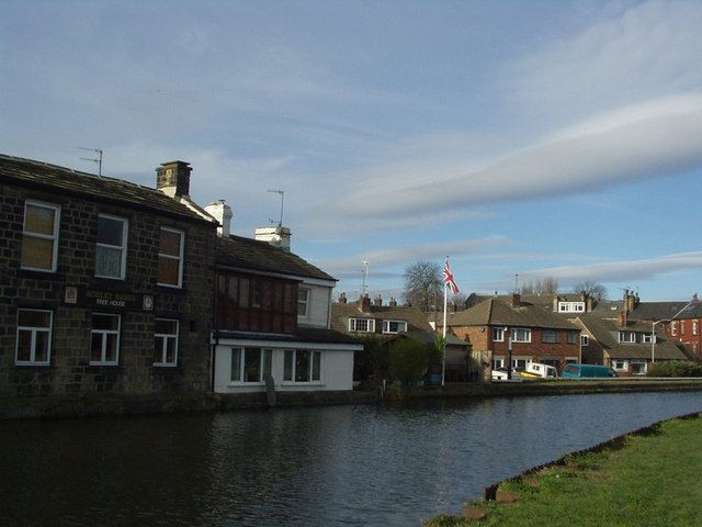The Rodley Barge, Canal Road, Rodley - geograph.org.uk - 129354
