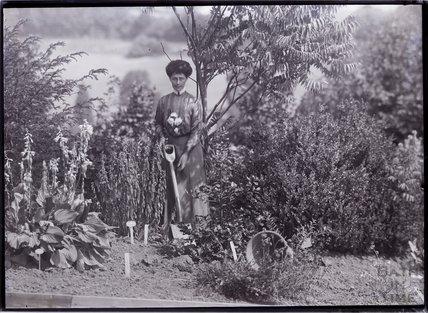 Vida Goldstein planting a tree