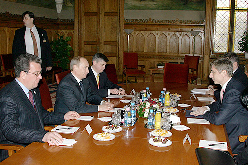 File:Vladimir Putin in Hungary 28 Feb-1 March 2006-8.jpg