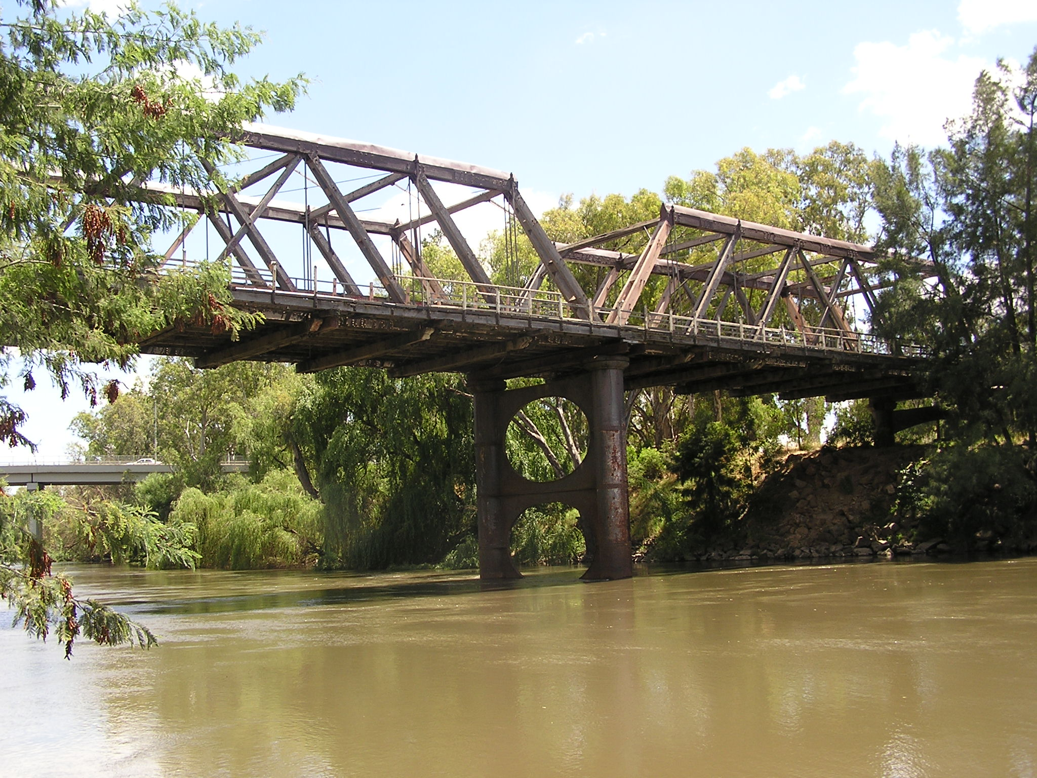 The old Wagga bridge