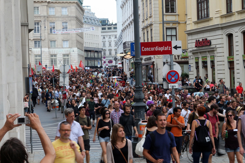 Demo Freitag Wien: Öxit-Demo Und Fackelzug Der Identitären Am Samstag In Wien