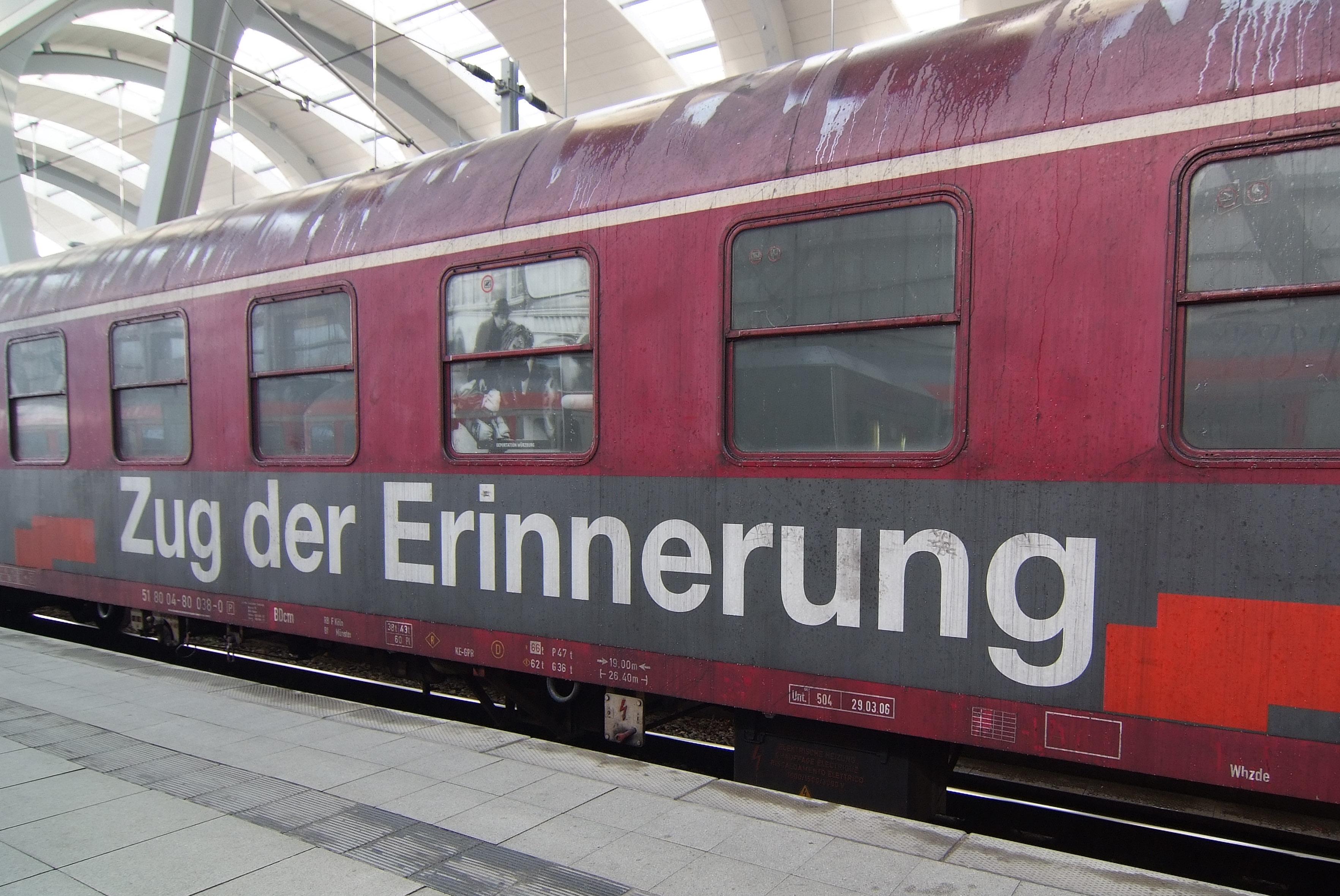 https://upload.wikimedia.org/wikipedia/commons/2/24/Zug_der_Erinnerung_20080407-DSCF0388.jpg