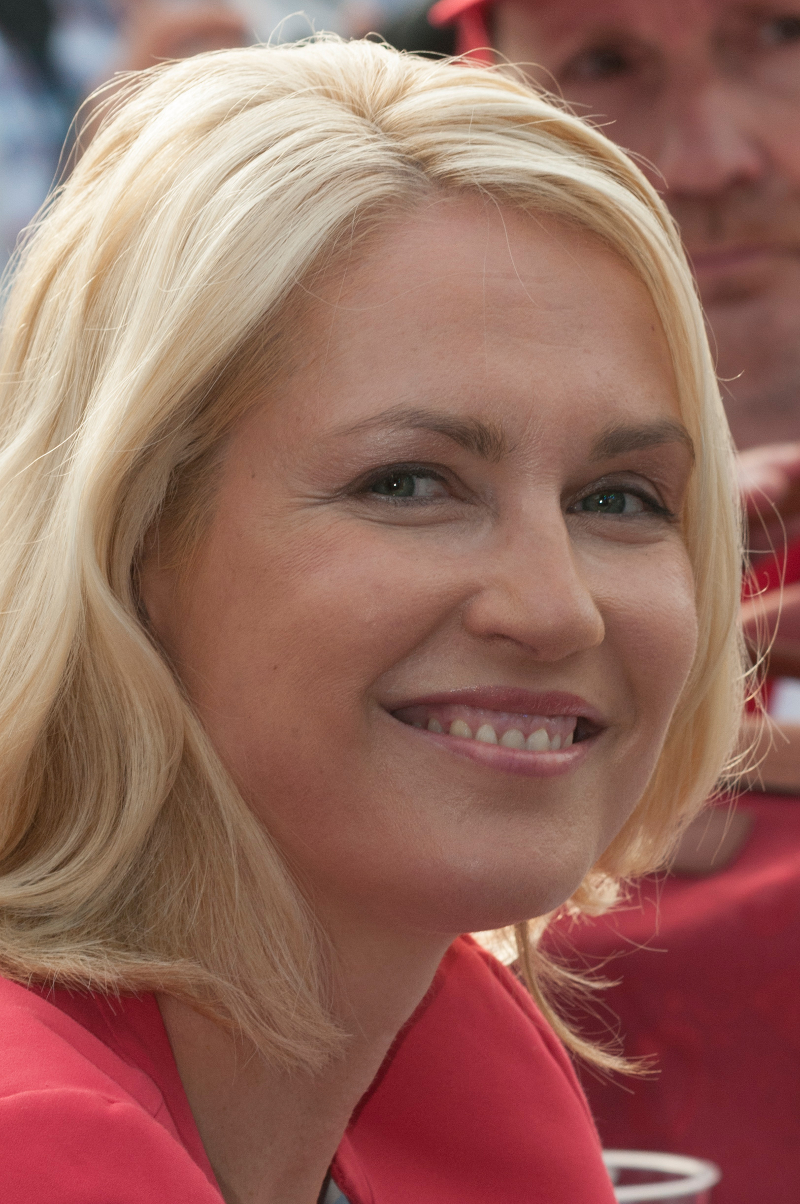 The 44-year old daughter of father (?) and mother(?) Manuela Schwesig in 2018 photo. Manuela Schwesig earned a  million dollar salary - leaving the net worth at 1.5 million in 2018