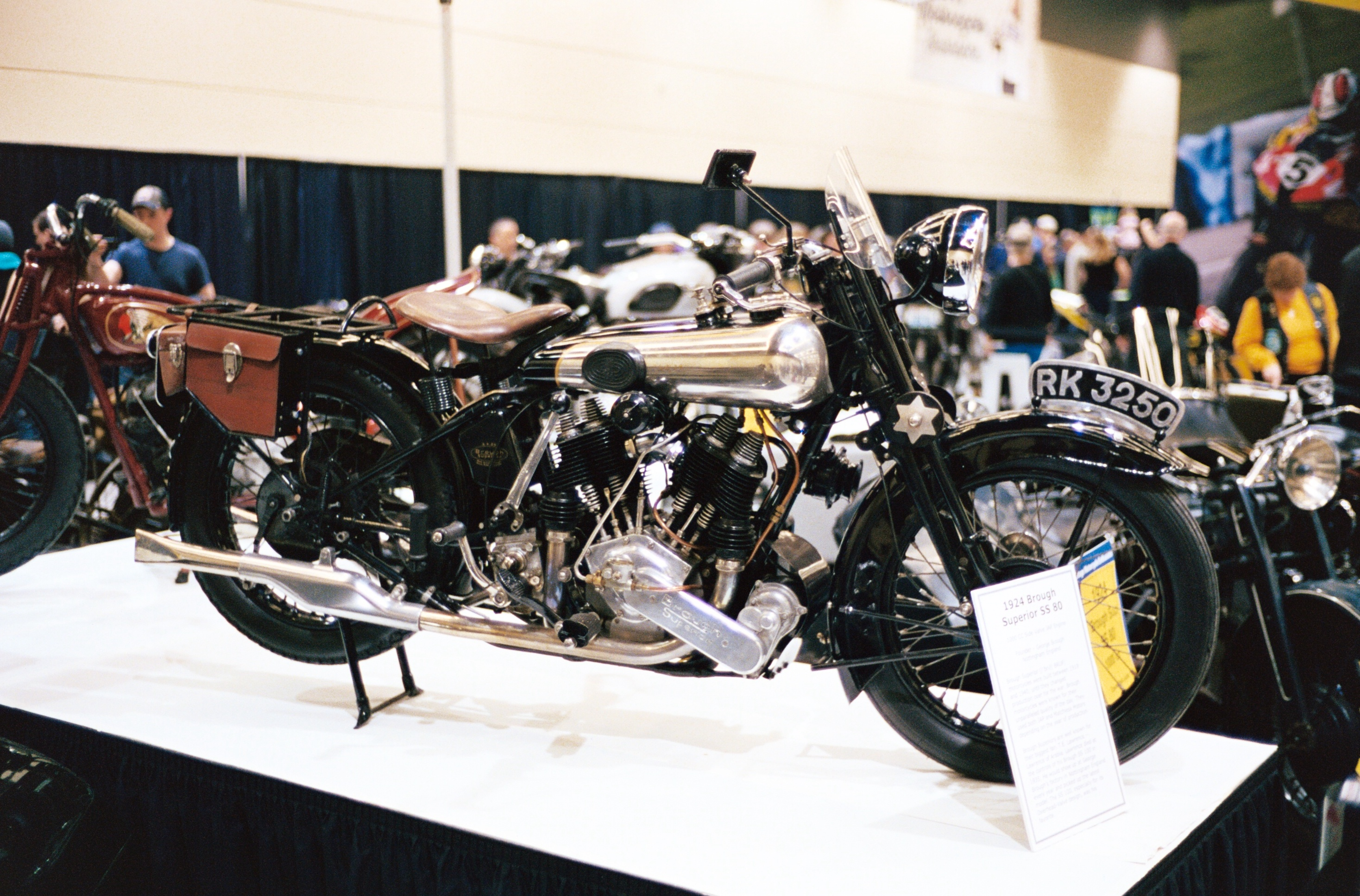 1924_Brough_Superior_SS_80_right.JPG