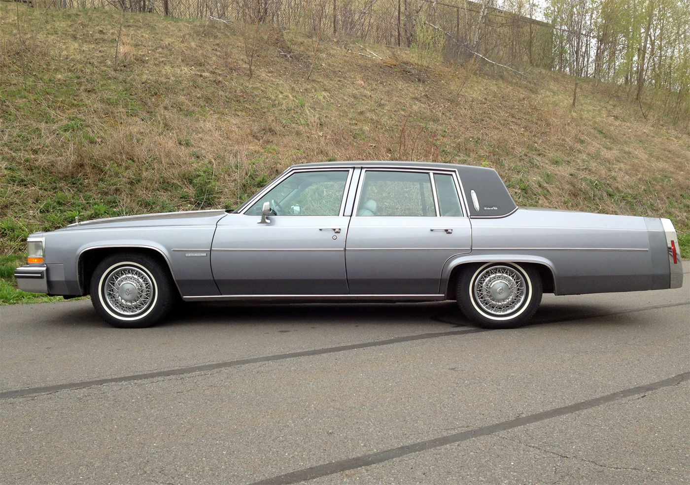 File:1982 Cadillac Sedan Deville.png - Wikimedia Commons