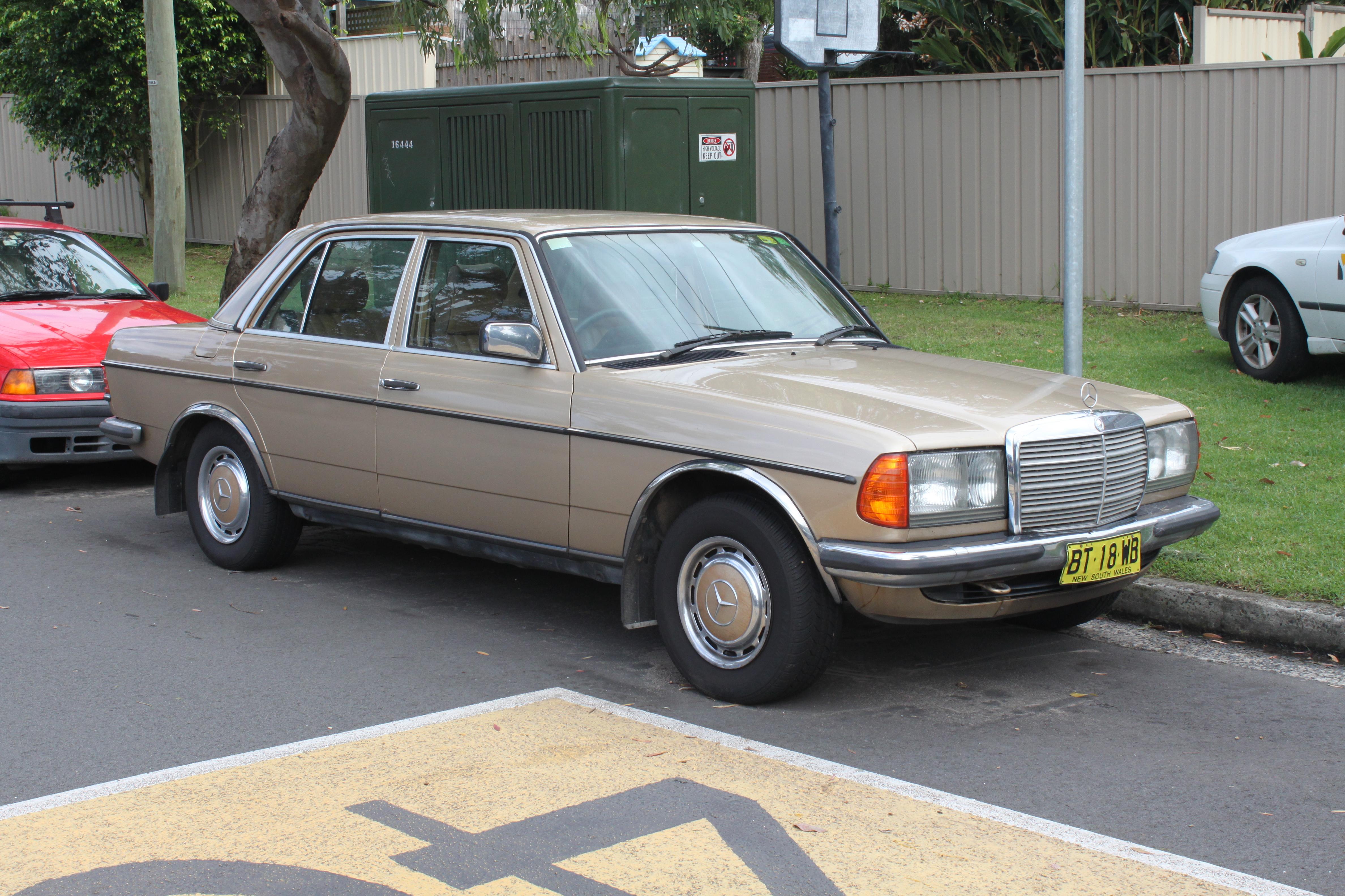 dee21e7047 File 1984 Mercedes-Benz 280 E (W123) sedan (23175827566).jpg ...