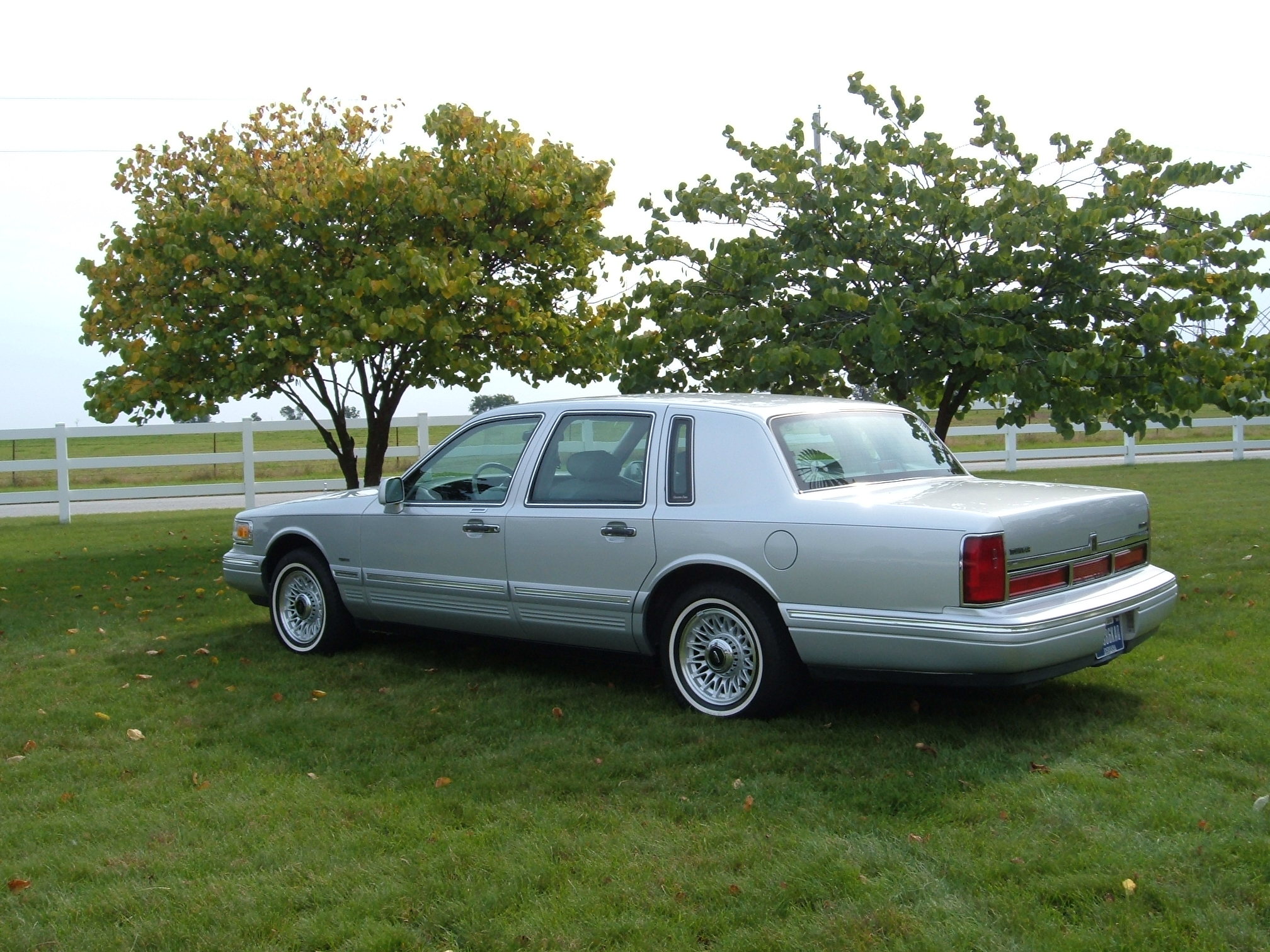 File 1996 Lincoln Town 2 Jpg Wikimedia Commons