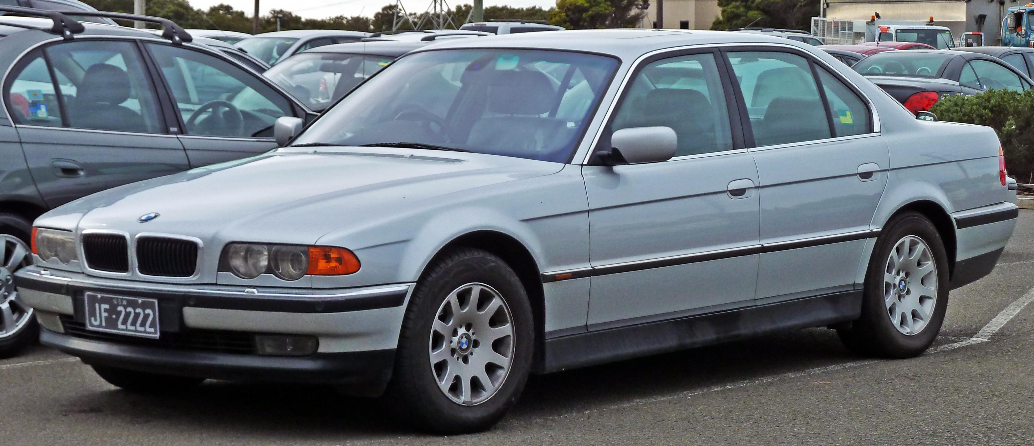 File1998 2000 BMW 735i E38 Sedan 2010 07