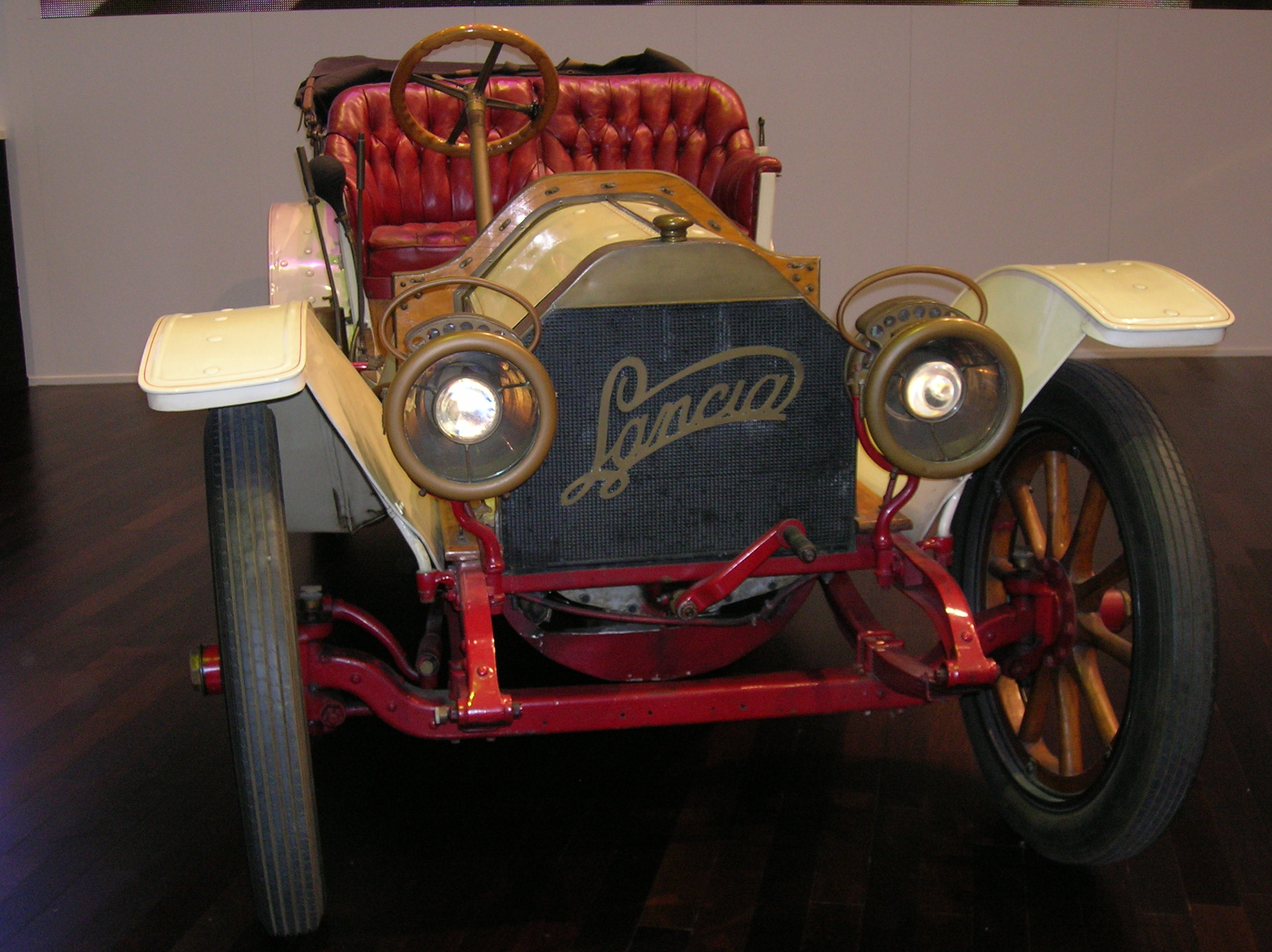 https://upload.wikimedia.org/wikipedia/commons/2/25/2006_SAG_-_Lancia_Beta_Torpedo_1520_HP_1909_-01.JPG