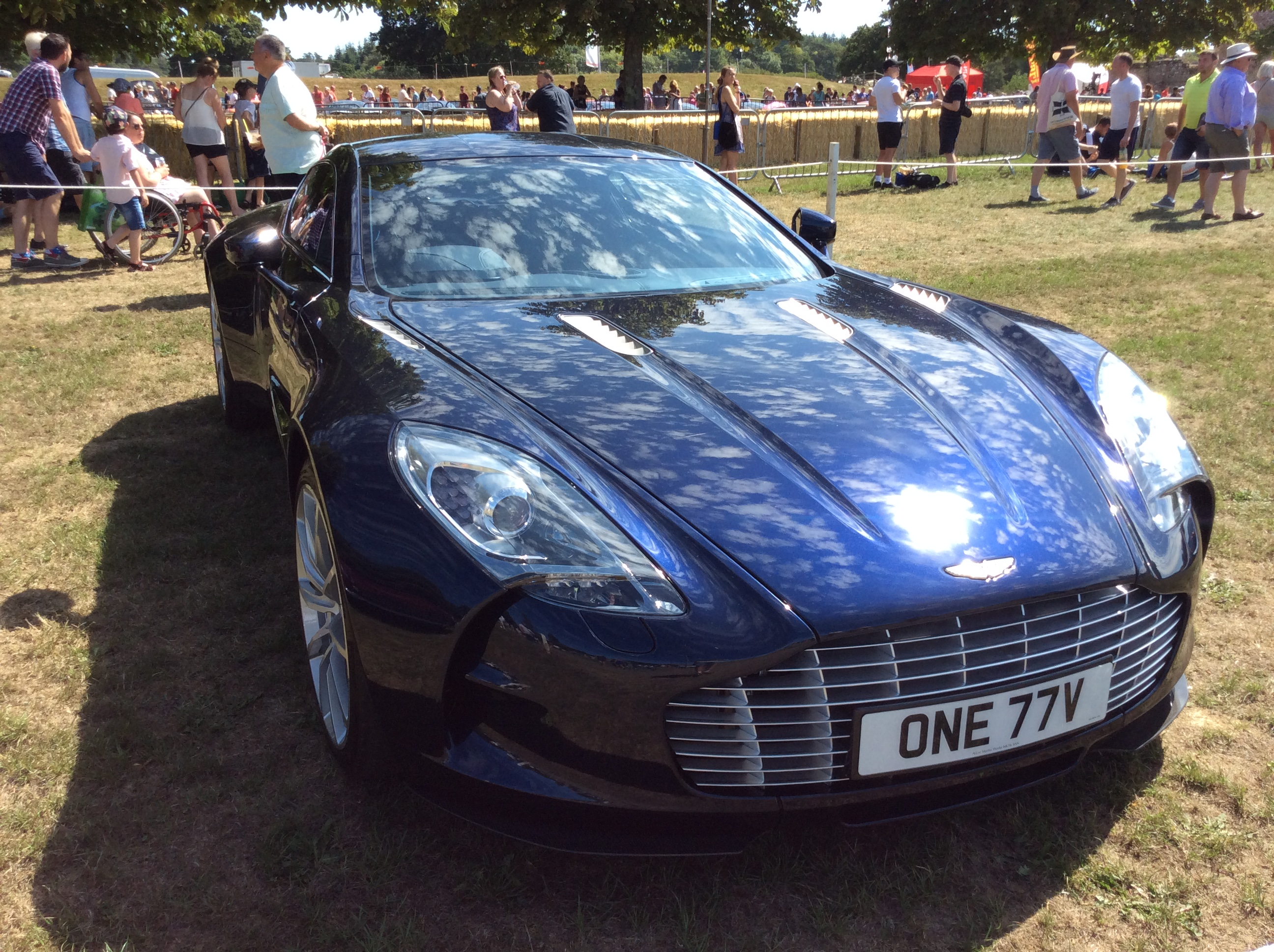 File 2014 Aston Martin One 77 V12 Auto One 77v Jpg Wikimedia Commons