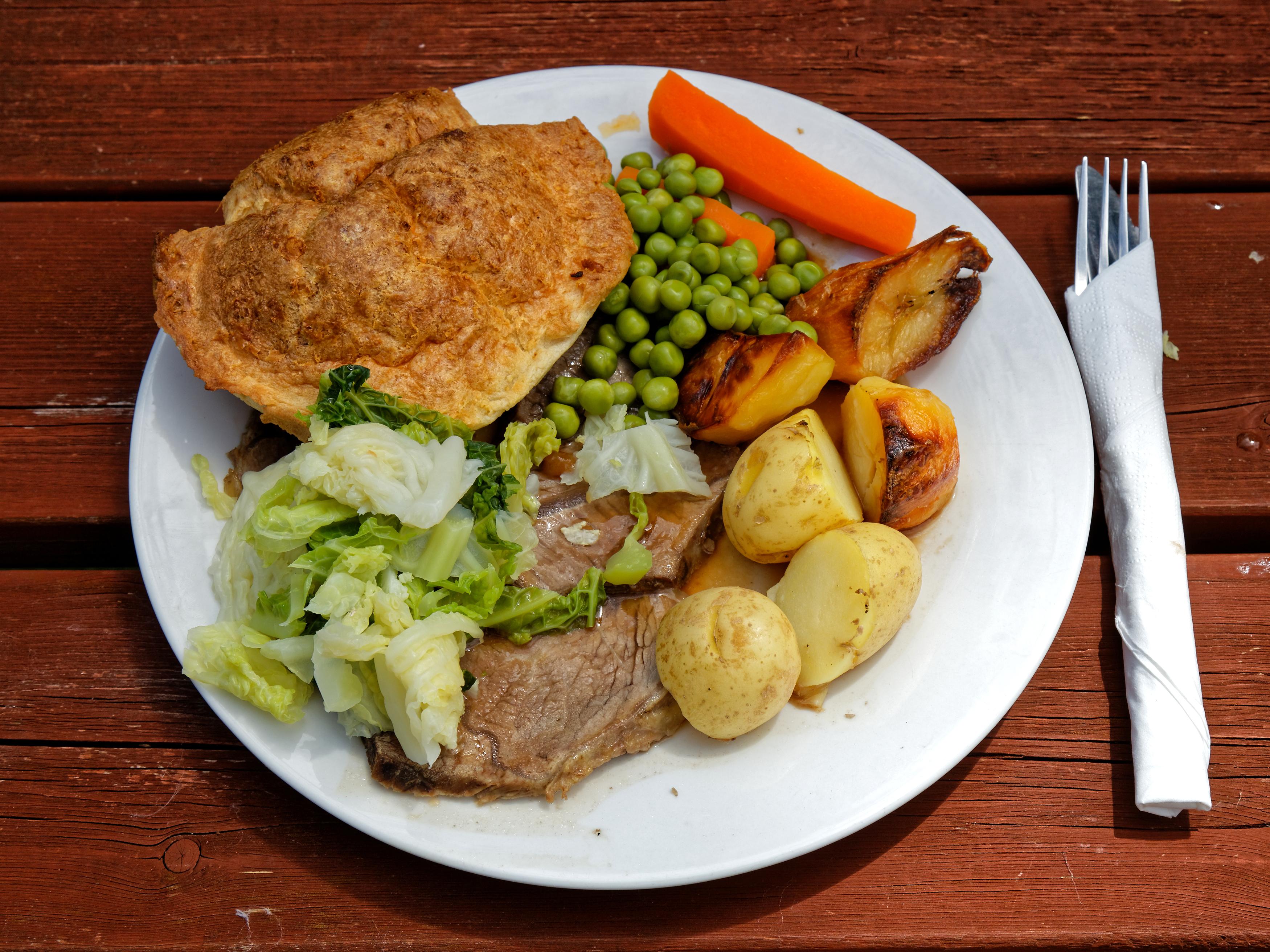 dinner england roast beef queen head essex boreham lighter file wikimedia commons spain pixels torremolinos eat places confusing bring description