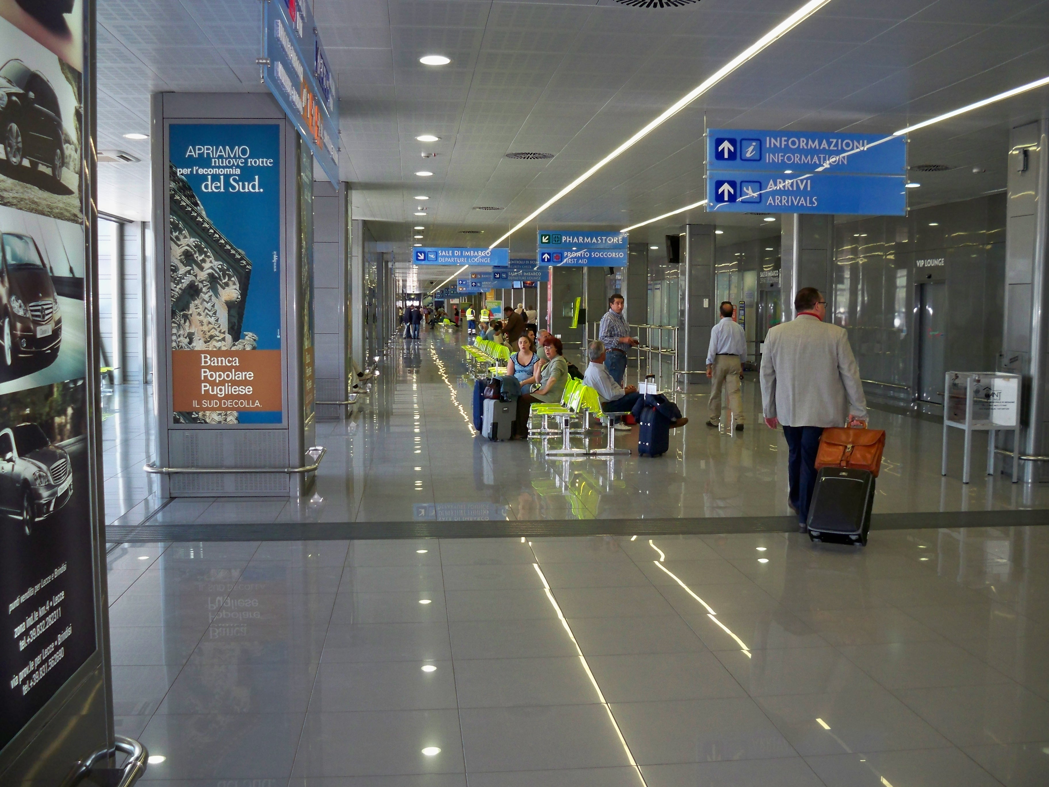 Aeroporto Brindisi : File aeroporto brindisi bds interno g wikimedia commons