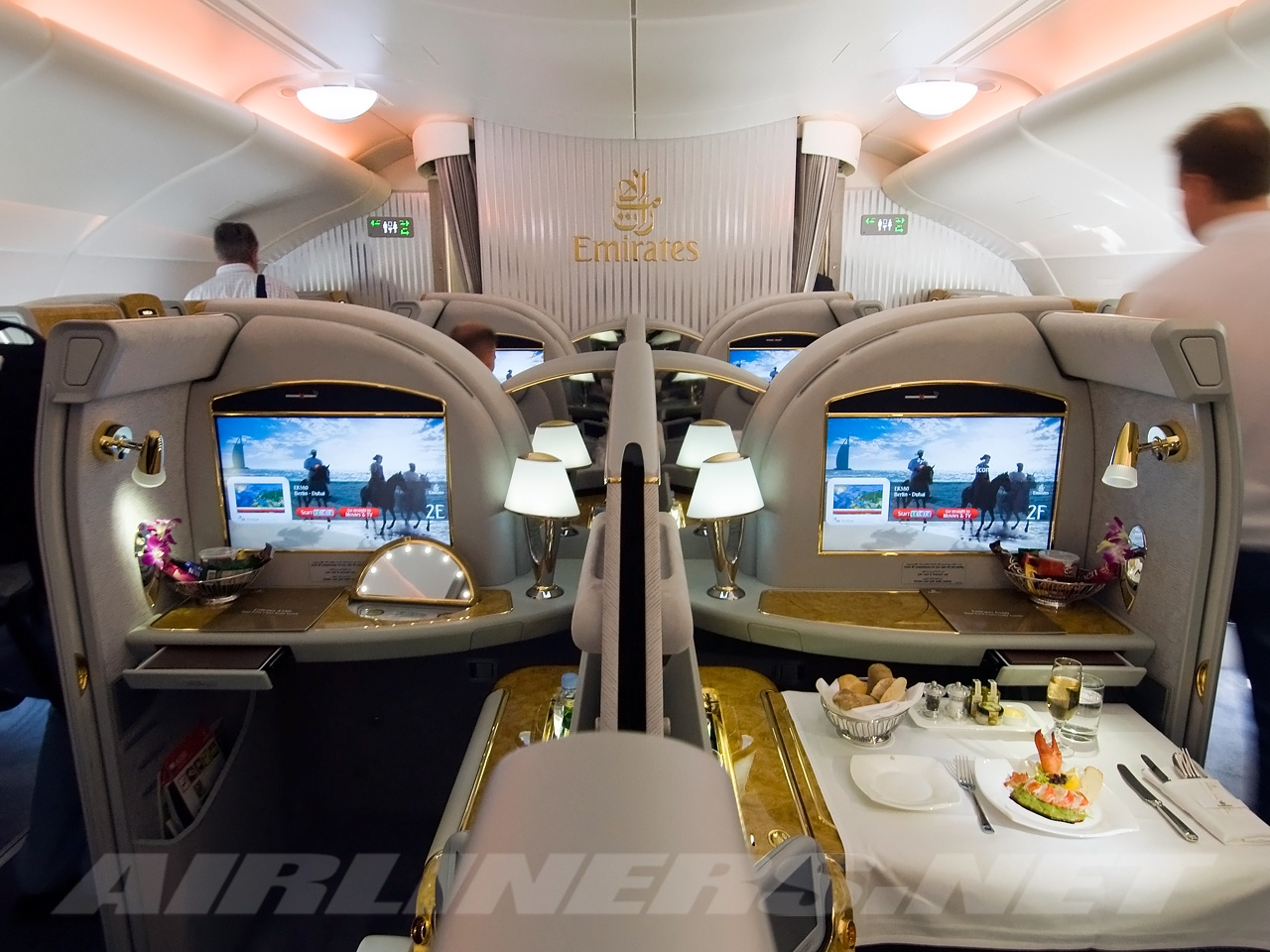 File airbus a380 861 emirates wikimedia for Airbus a380 emirates interior