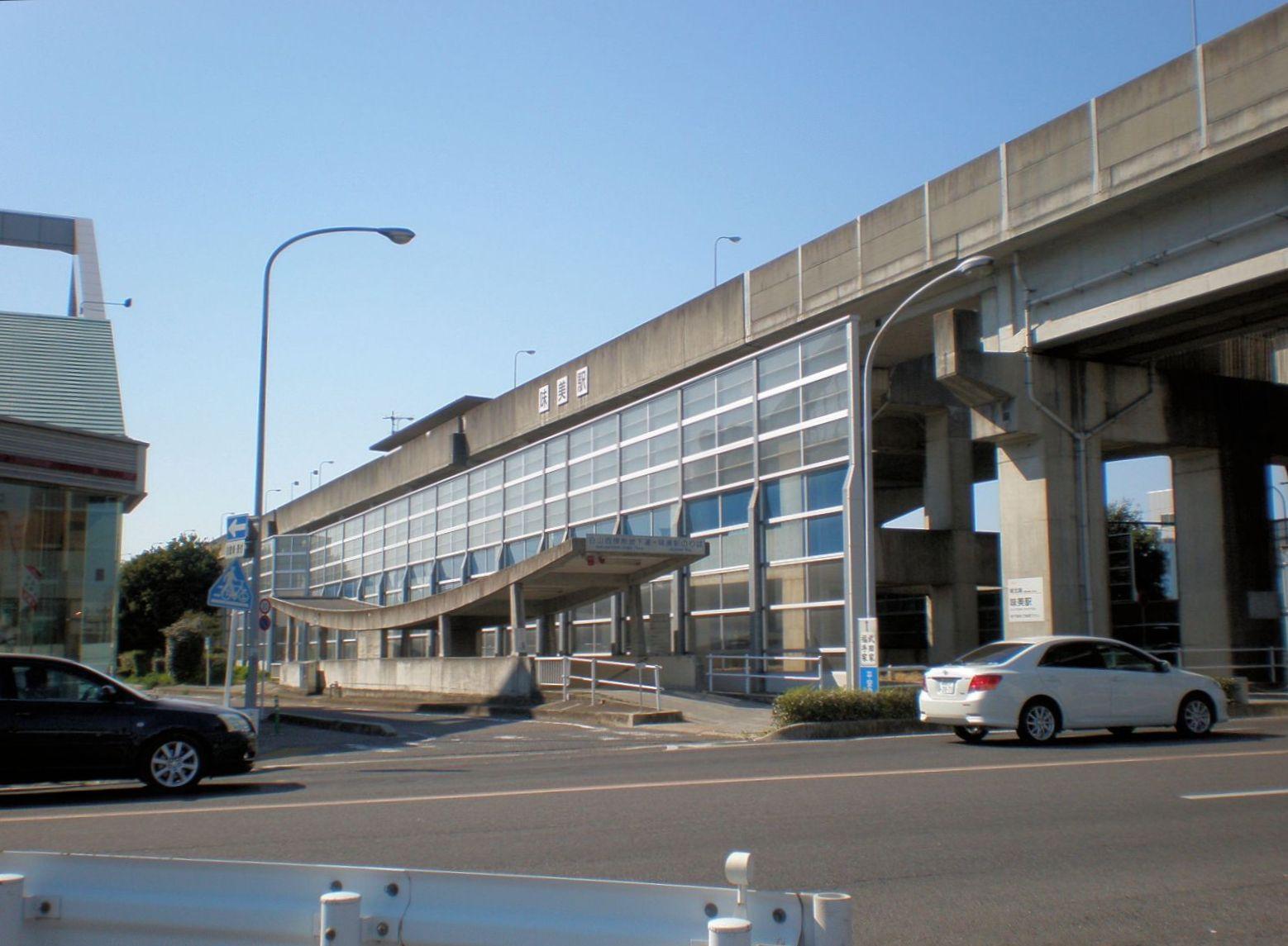 https://upload.wikimedia.org/wikipedia/commons/2/25/Ajiyoshi_Station_%28Tokai_Transport_Service%29.jpeg