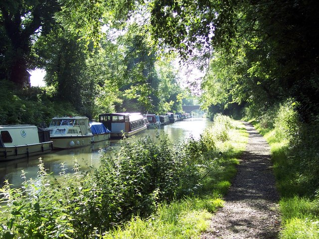 Along the Towpath - geograph.org.uk - 496462