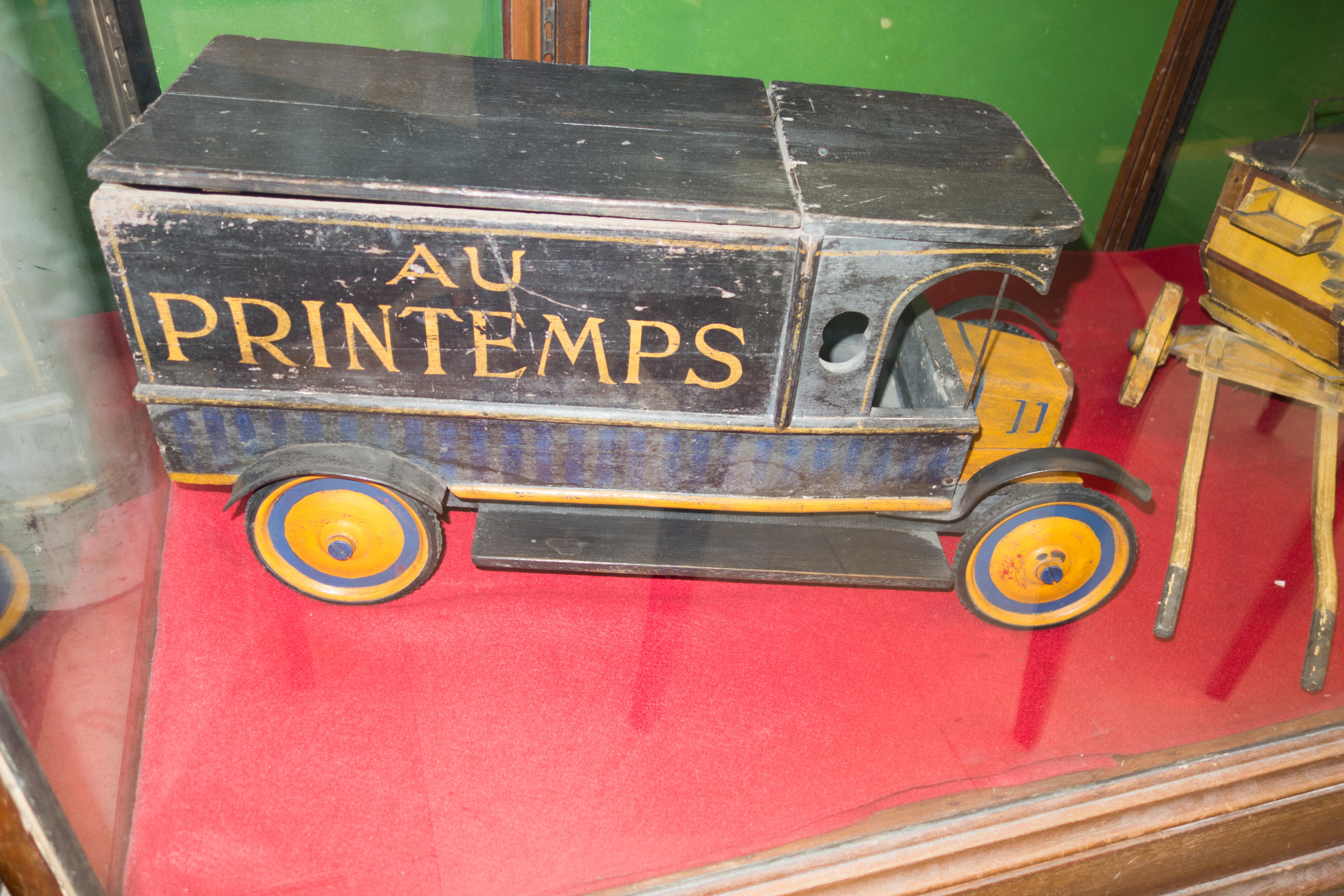 File Au Printemps Antique Toy Truck