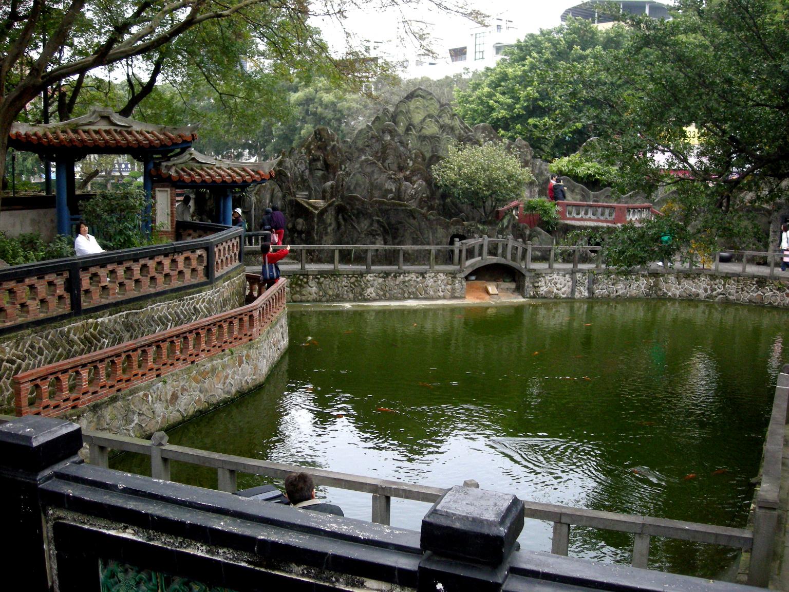 File Banyan Pond Lin Garden Jpg Wikimedia Commons