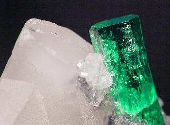 File:Beryl-Calcite-t-em5c.jpg