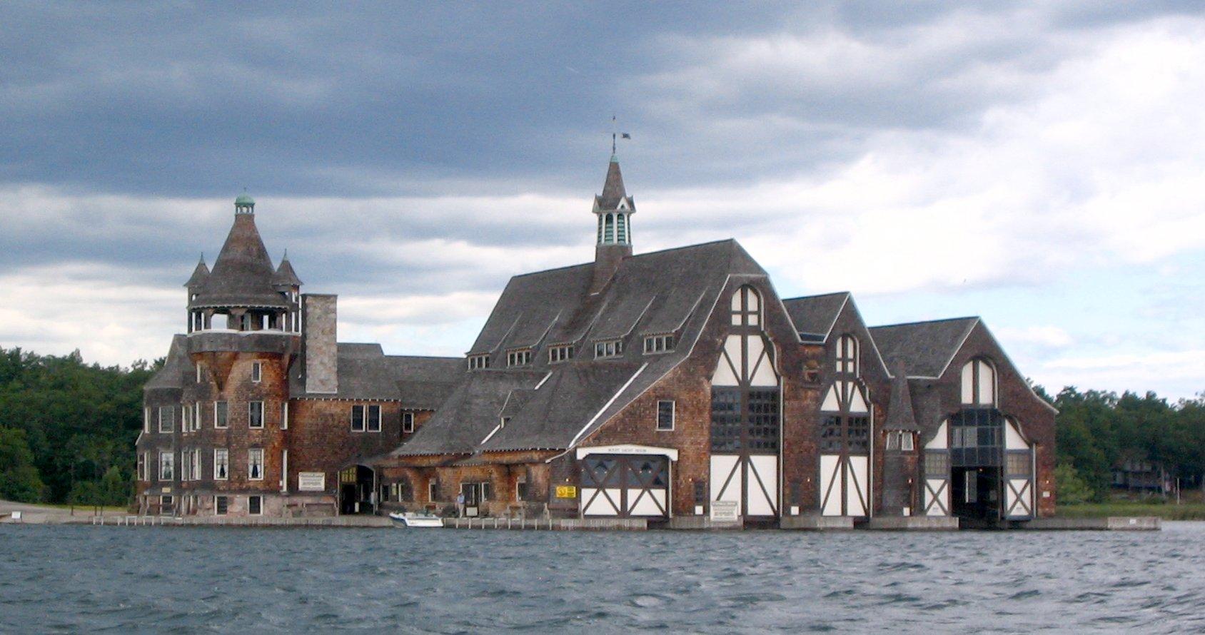 File:Boldt yacht house 2.jpg - Wikimedia Commons