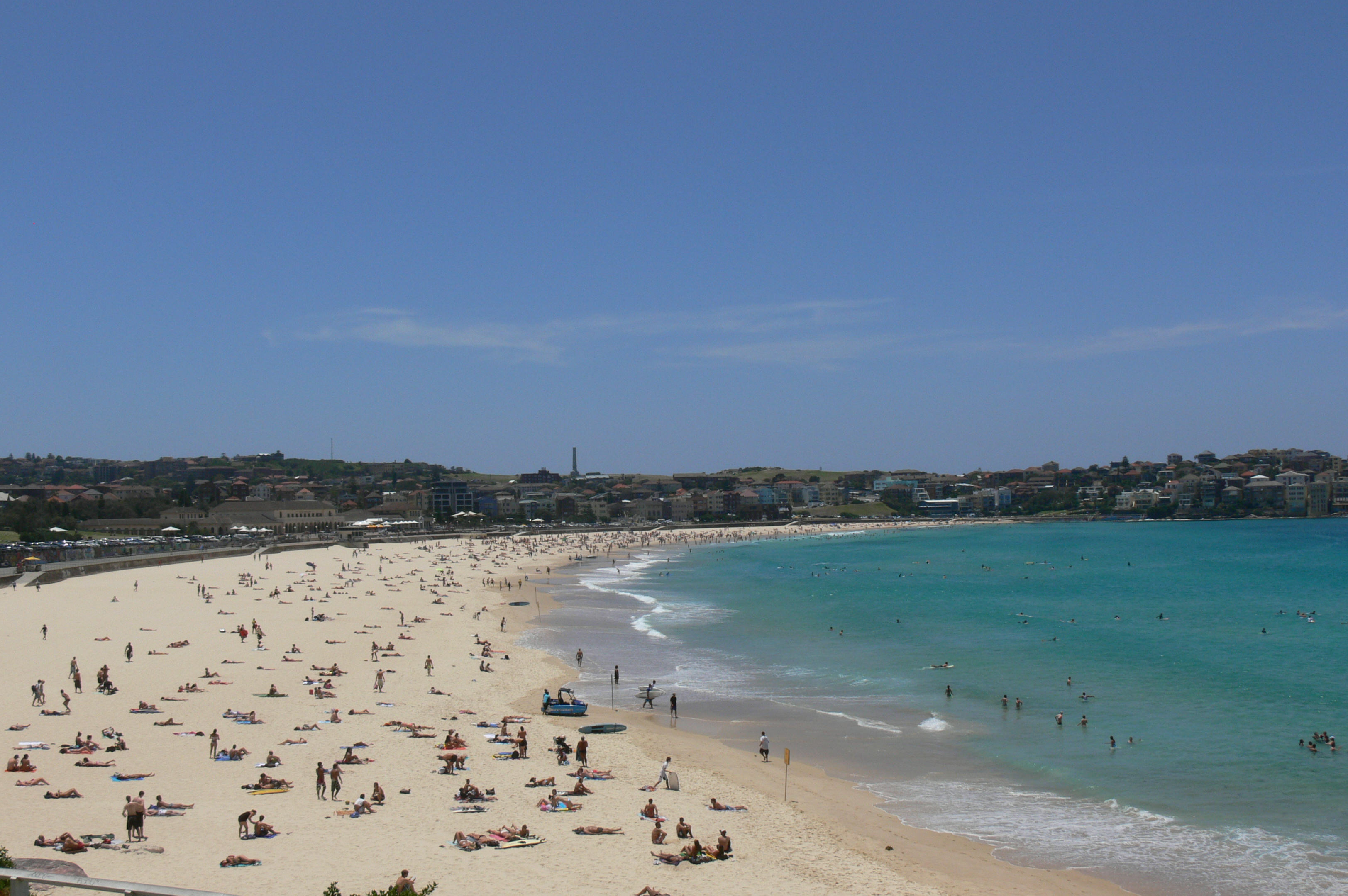 Bondi Beach By Rabs003 (Own work) [CC-BY-SA-3.0 (https://creativecommons.org/licenses/by-sa/3.0) or GFDL (https://www.gnu.org/copyleft/fdl.html)], via Wikimedia Commons