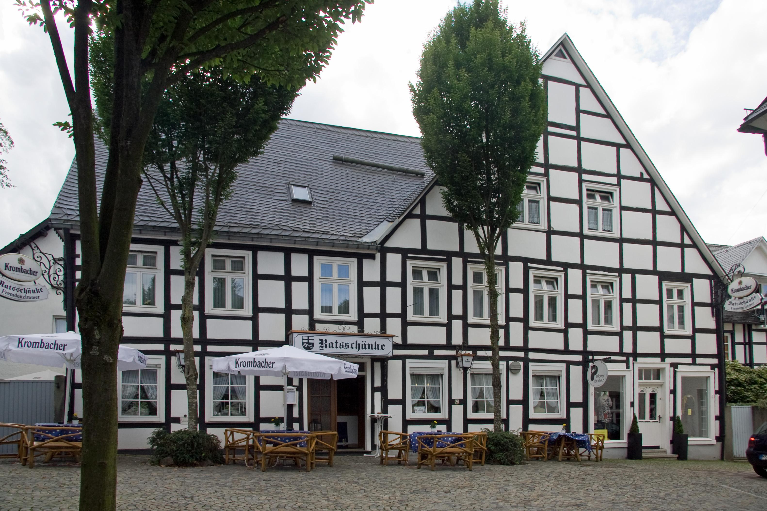 Datei:Brilon-Petrusstraße 1-2011-08-07.jpg – Wikipedia