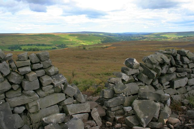 Broken Wall, Commondale Moor - geograph.org.uk - 510557