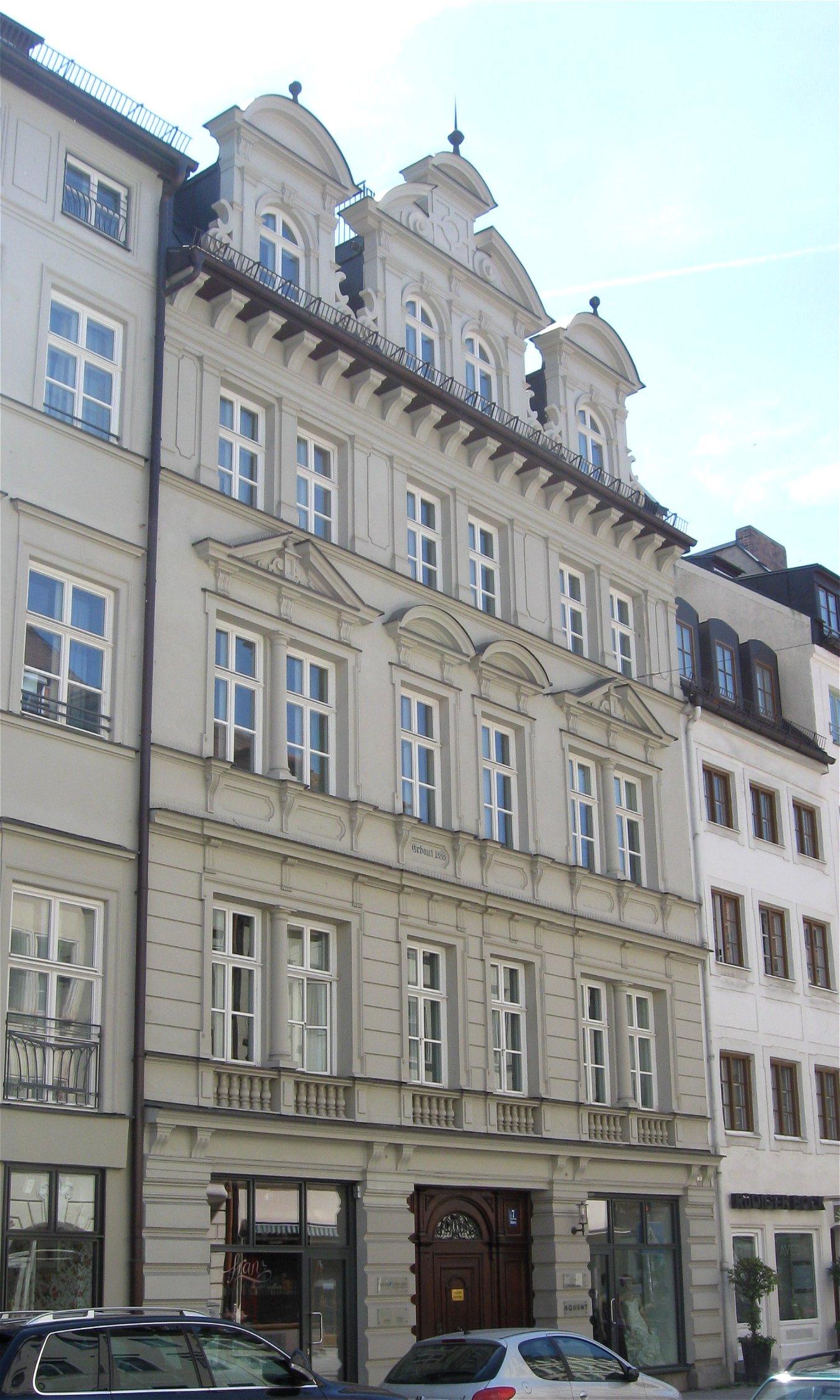 File:Brunnstr. 5-7 Muenchen-1.jpg - Wikimedia Commons