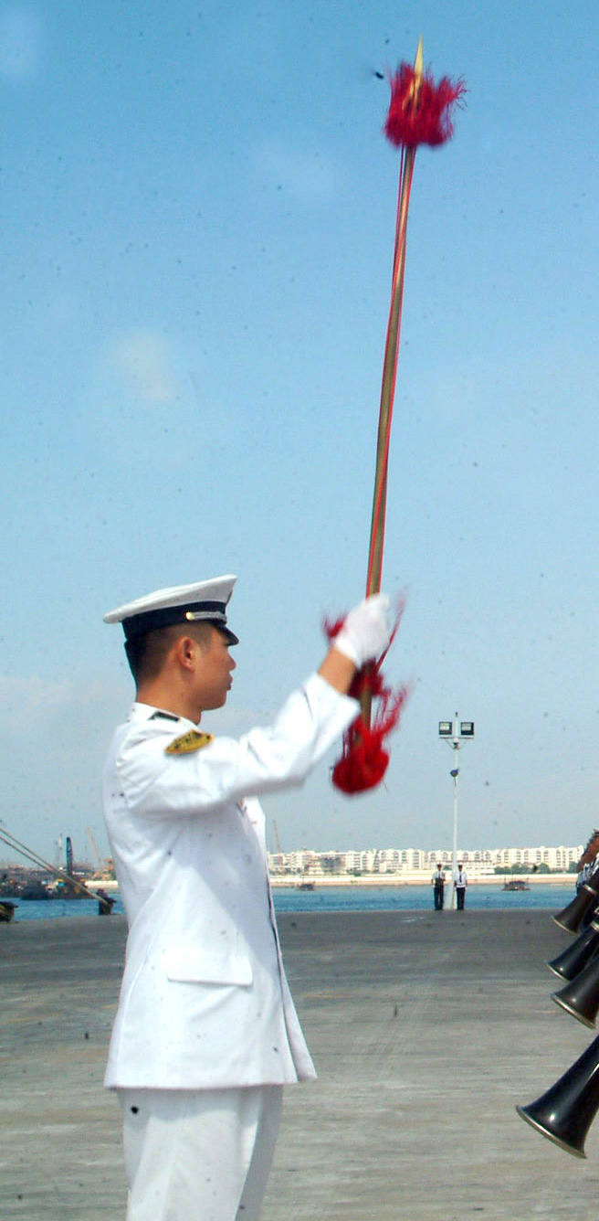 file chinese drum major with a ceremonial mace jpeg wikimedia commons
