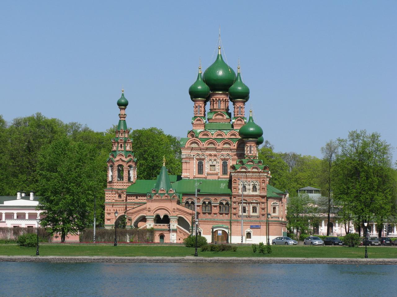 Igreja da Trindade, em Ostankino. Muito parecida com a Catedral de São Basílio, em Moscou.