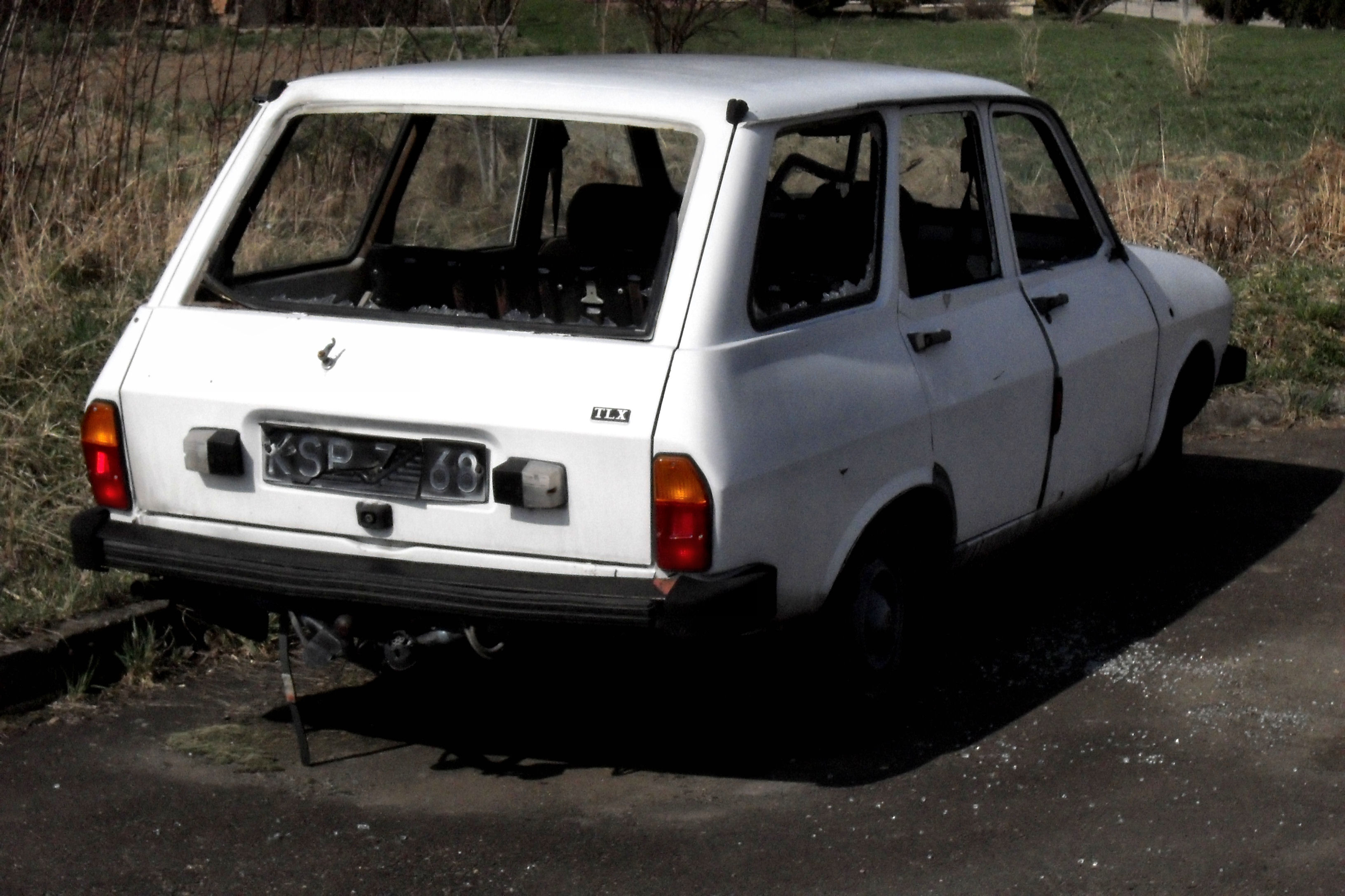 File:Dacia 1310 SW wrecked rear.jpg