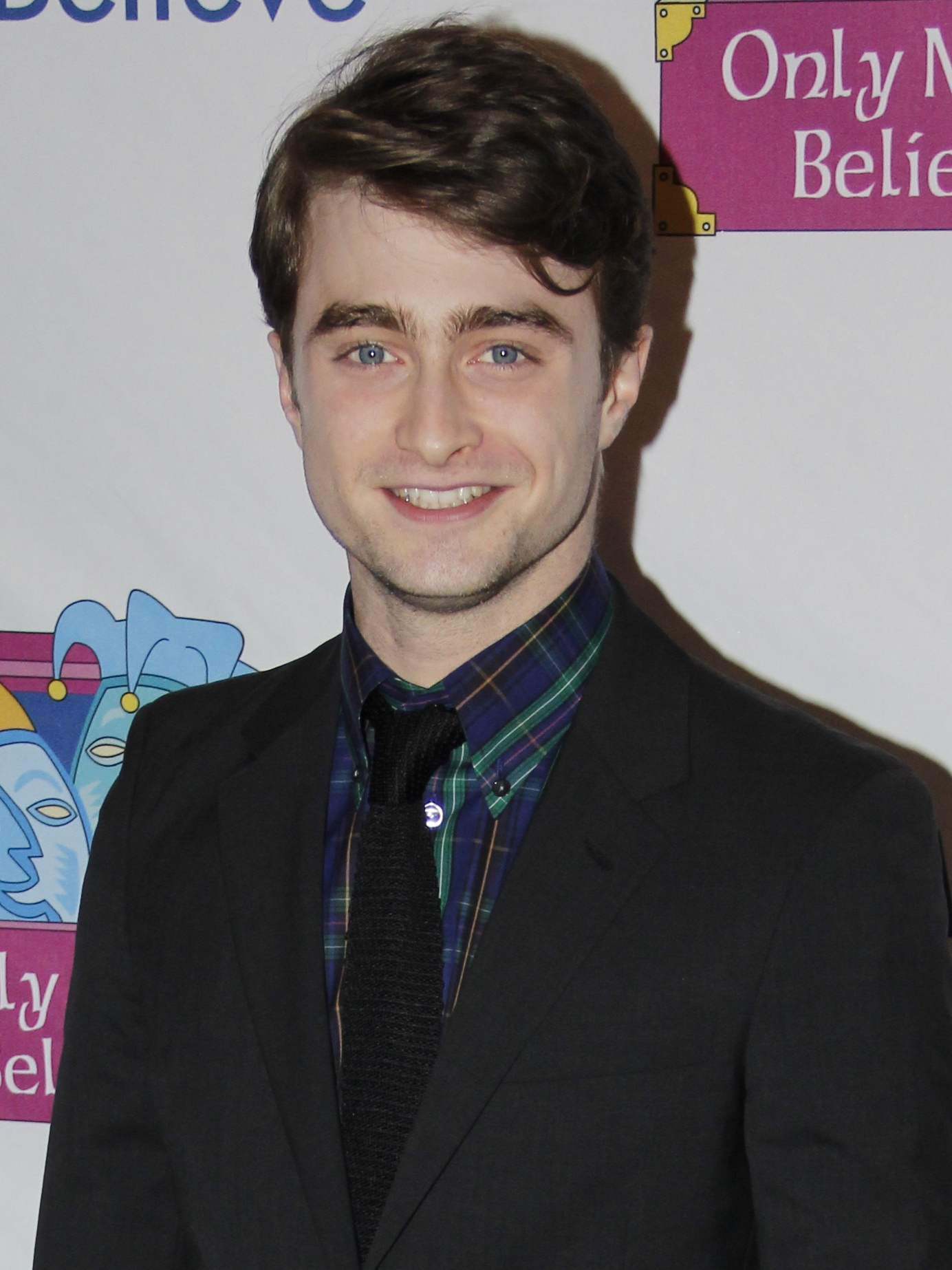 The 28-year old son of father Alan George Radcliffe and mother Marcia Gresham Radcliffe, 165 cm tall Daniel Radcliffe in 2017 photo