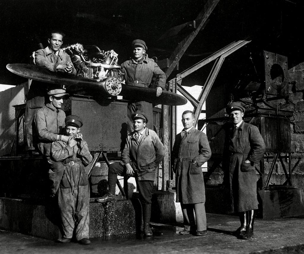 historische Flugzeug - Werkstatt - Quelle: WikiCommons