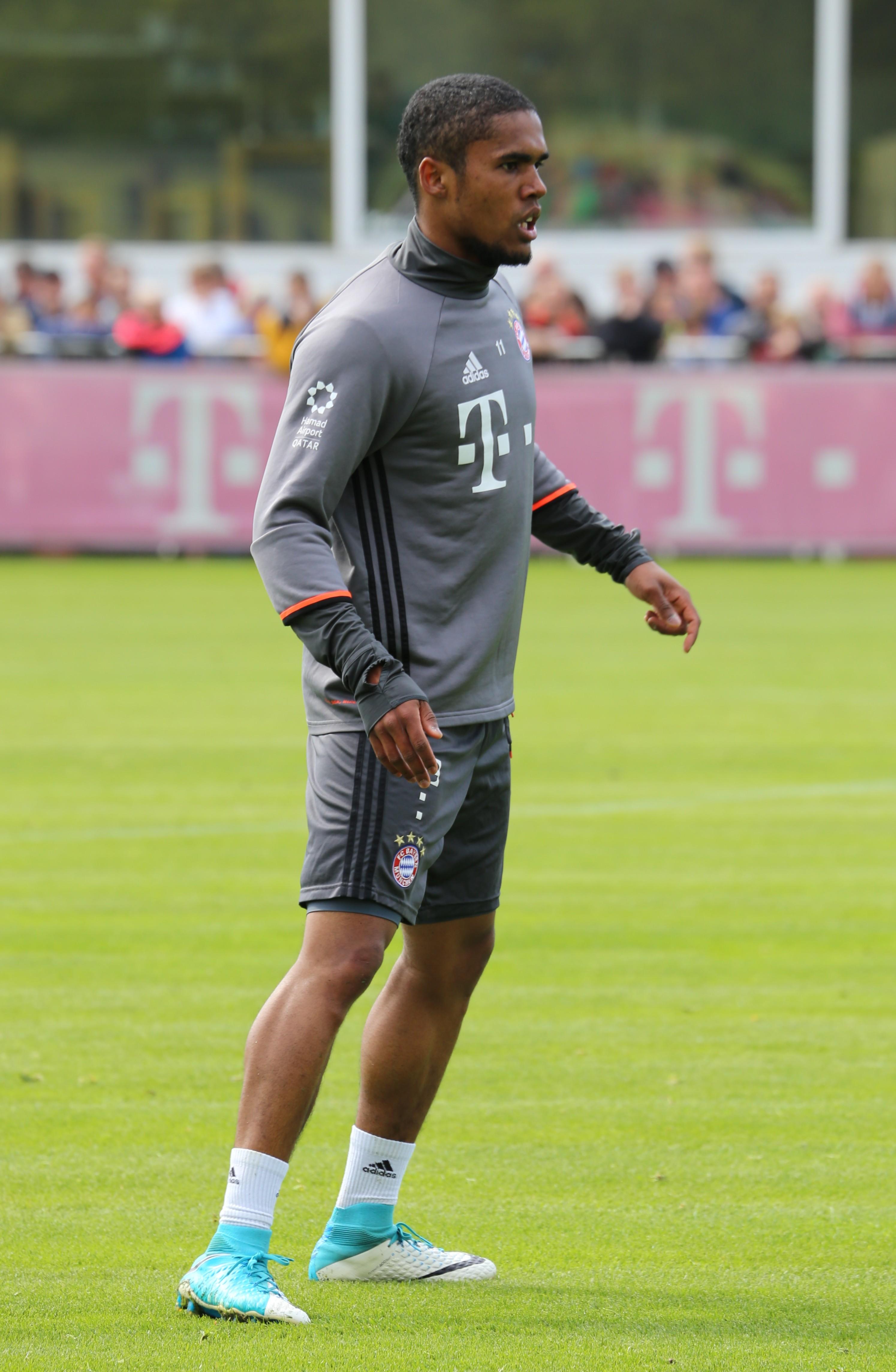 File Douglas Costa Training 2017 05 FC Bayern Muenchen 2