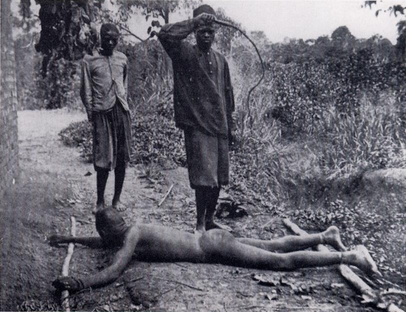 https://upload.wikimedia.org/wikipedia/commons/2/25/Esclave_fouett%C3%A9_avec_une_chicotte,_%C3%89tat_ind%C3%A9pendant_du_Congo.jpg