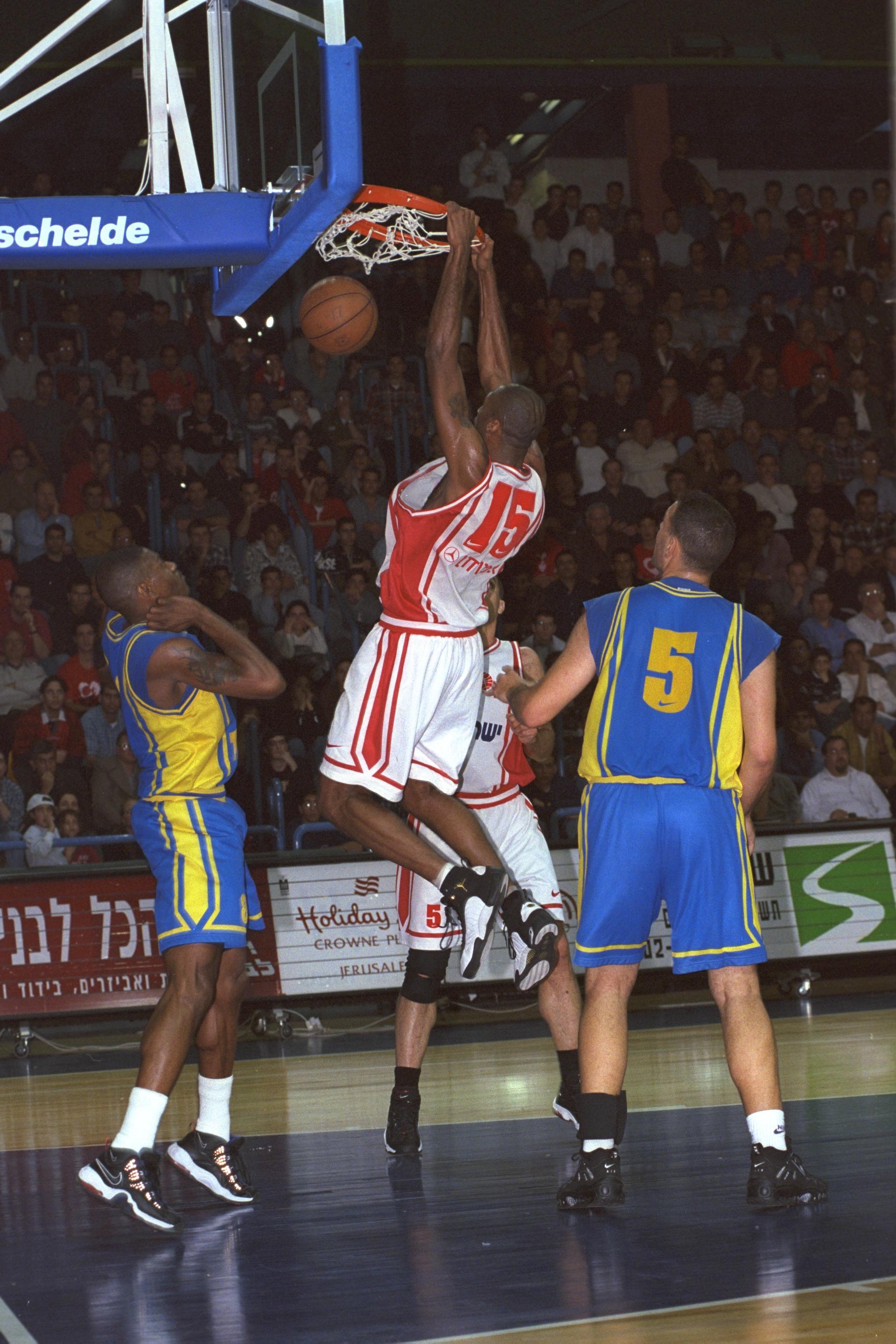 Wilson Sensation Senior Basketball