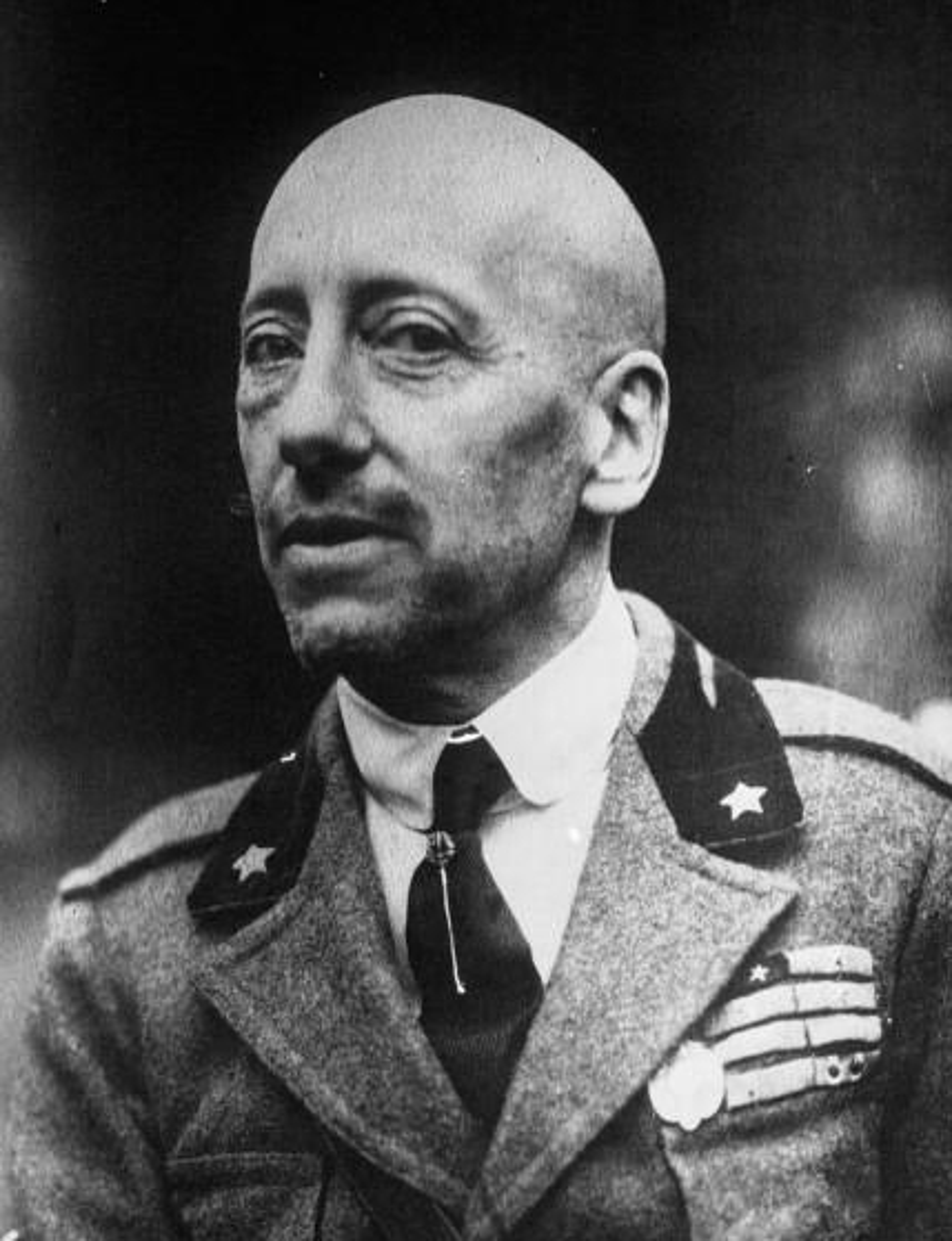 File:Gabriele D'Annunzio 1922.jpg
