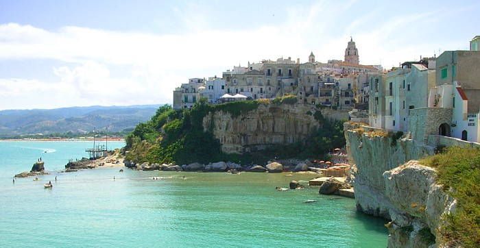https://upload.wikimedia.org/wikipedia/commons/2/25/Gargano0004.jpg