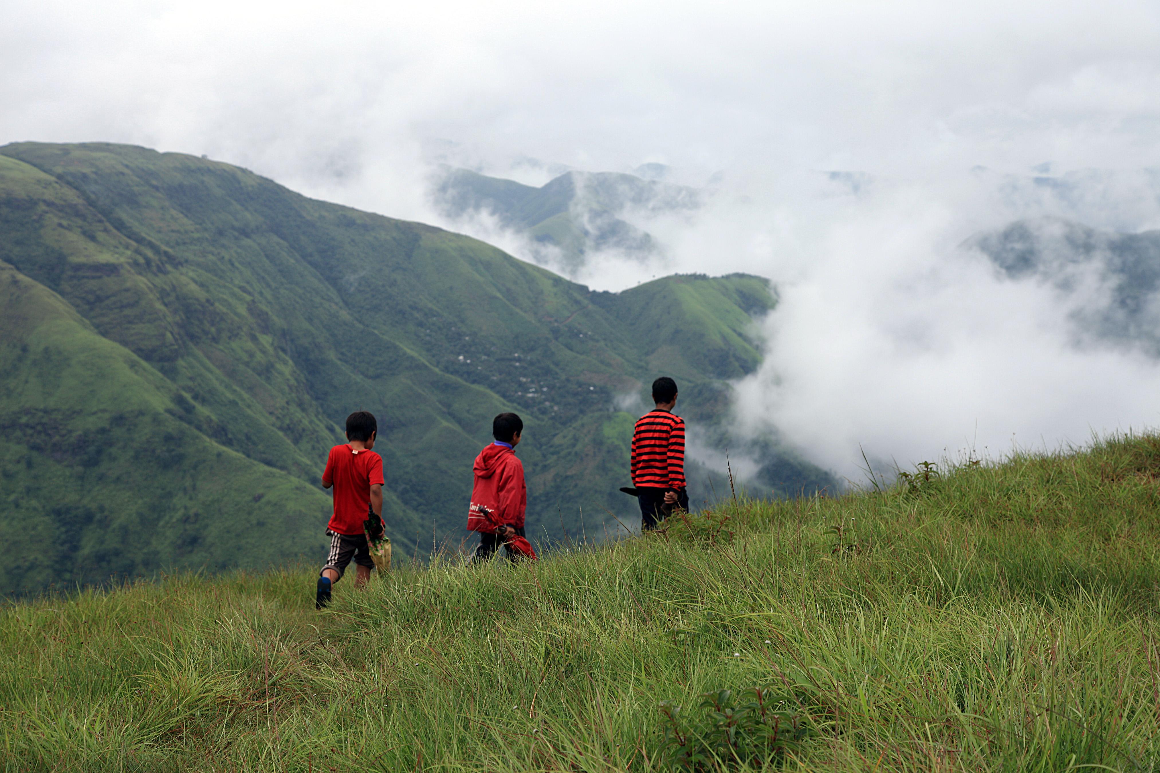 Description geography nature of meghalaya laitmawsiang landscape india