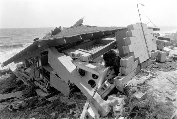 File:Hurricane Elena Florida beach house damaged.jpg