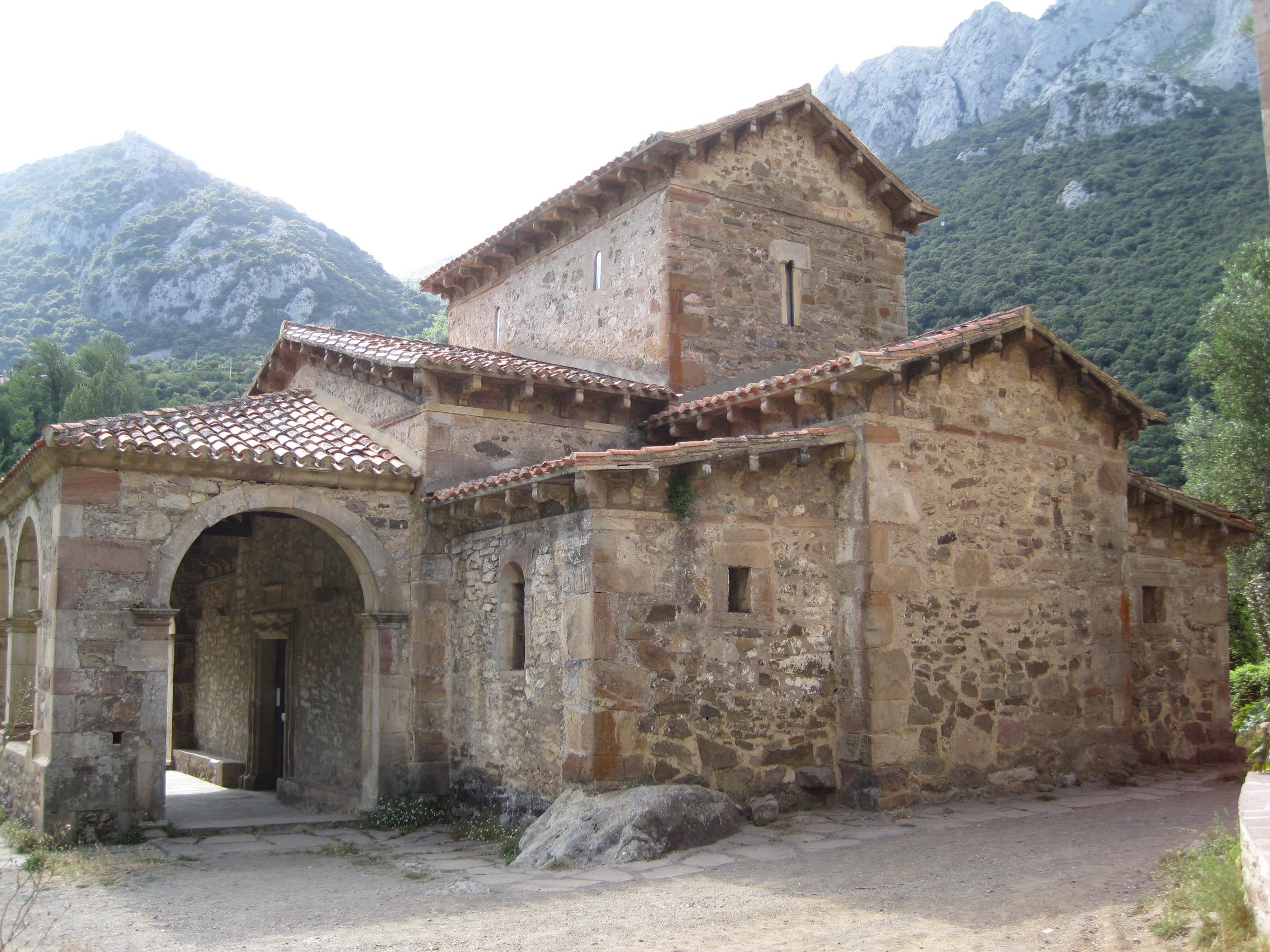 El árbol más viejo de Europa Iglesia_de_Santa_Mar%C3%ADa_de_Lebe%C3%B1a
