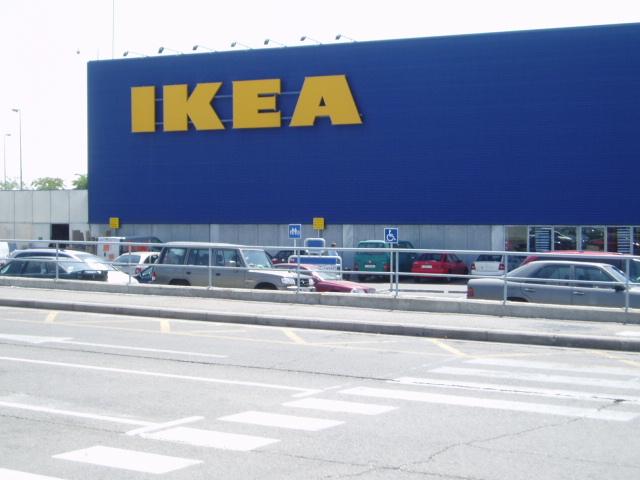 las grandes minoristas han decidido ampliar su negocio y abrir nuevas tiendas en el centro de madrid es el caso de ikea media markt decatlhon