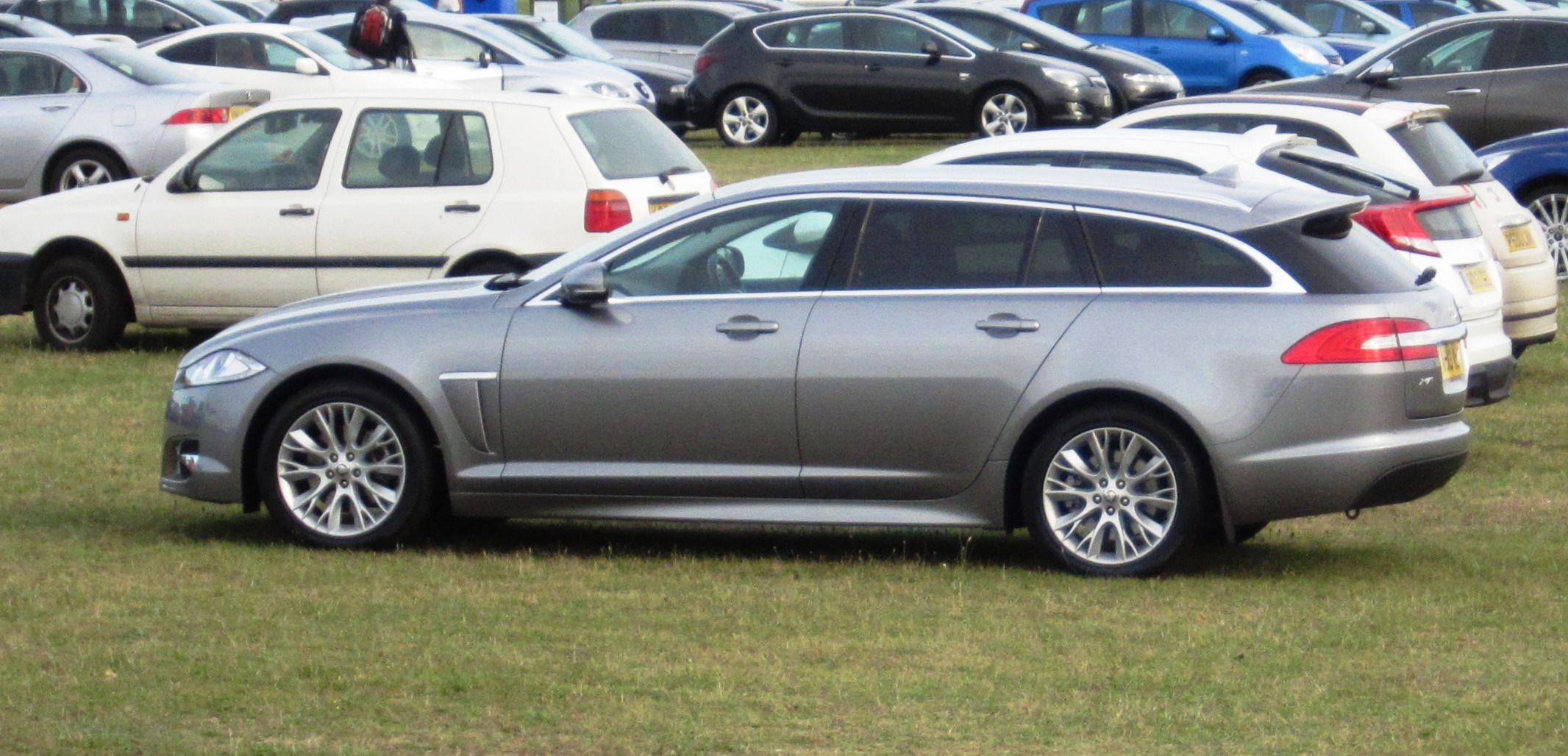 tiedosto jaguar xf sportbrake 2013 at snetterton jpg. Black Bedroom Furniture Sets. Home Design Ideas