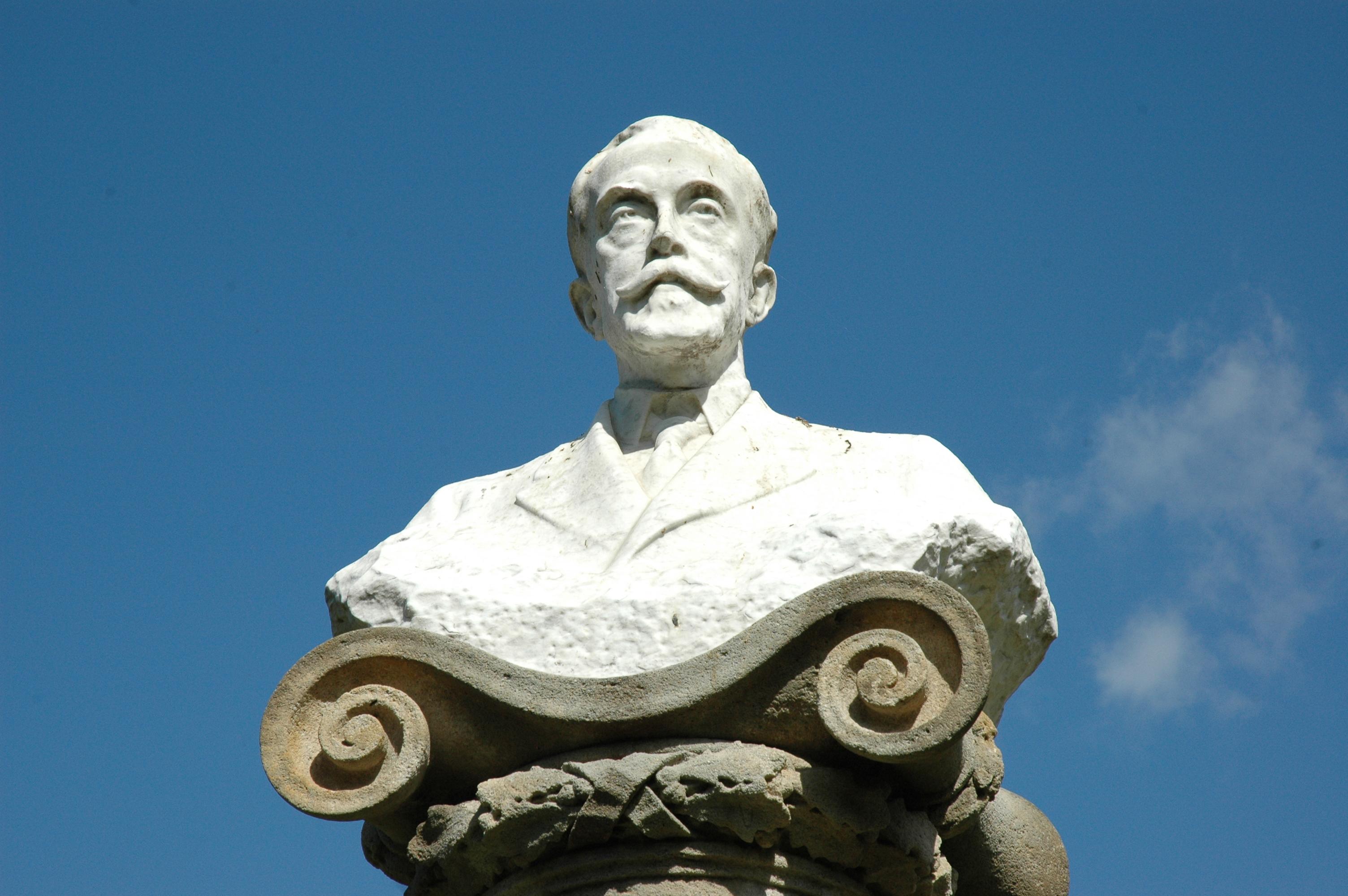 Escultura de Joan Maragall i Gorina, obra de Eusebio Arnau, colocada el 14 de mayo de 1913 en el Parque de la Ciudadela.