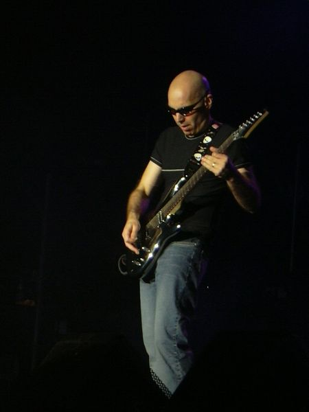 http://upload.wikimedia.org/wikipedia/commons/2/25/Joe_satriani.jpg